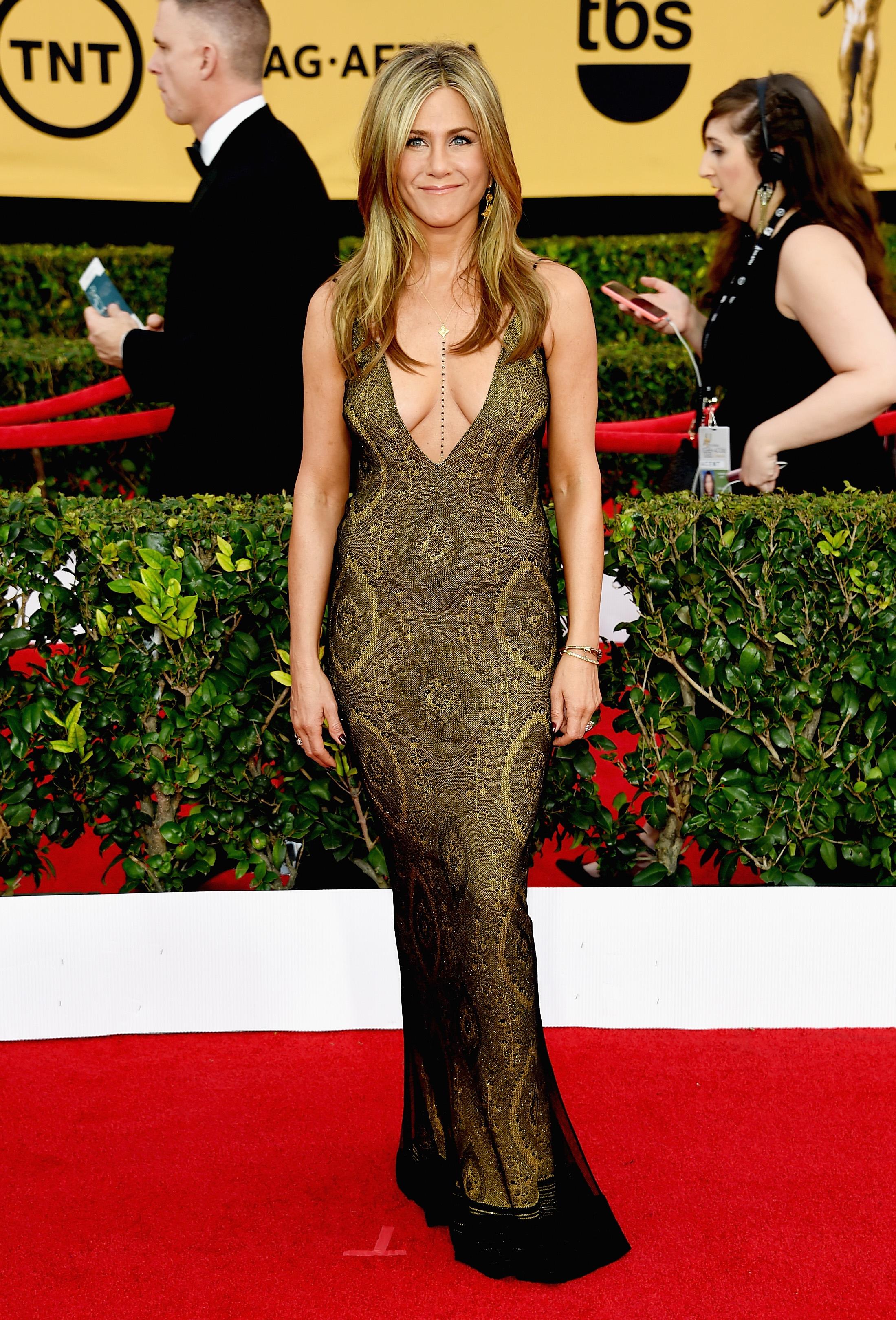 1d52b31b554bf4 How To Wear A Body Chain Like Jennifer Aniston