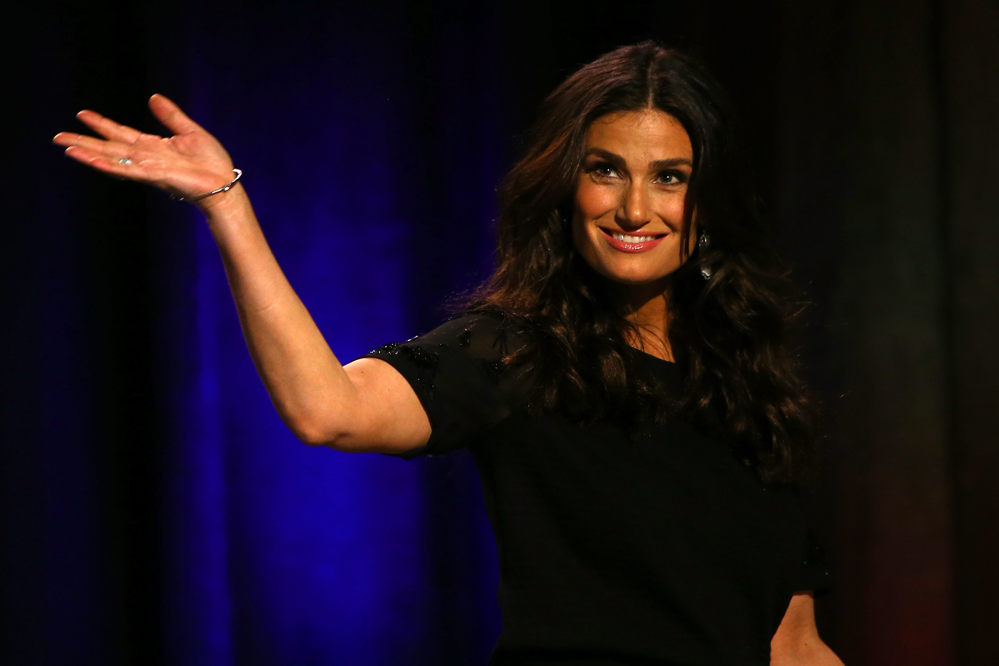 idina menzel her charity are teaching young women to build each