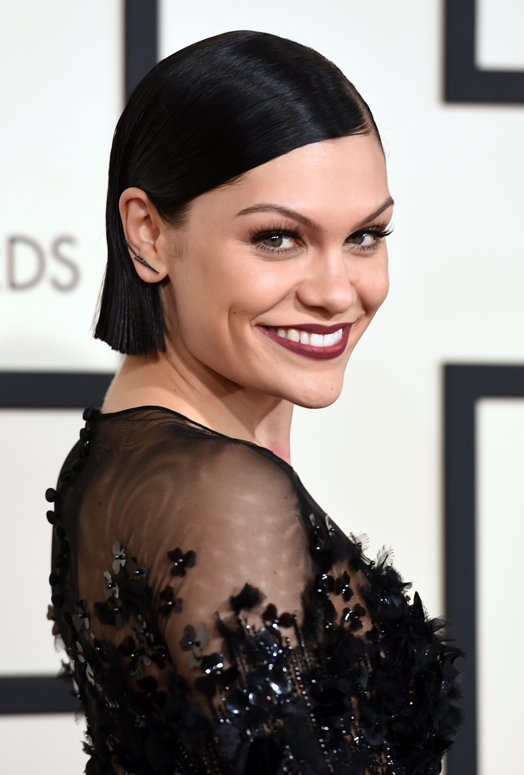 """Jessie J's """"Flashlight"""" From The 'Pitch Perfect 2"""