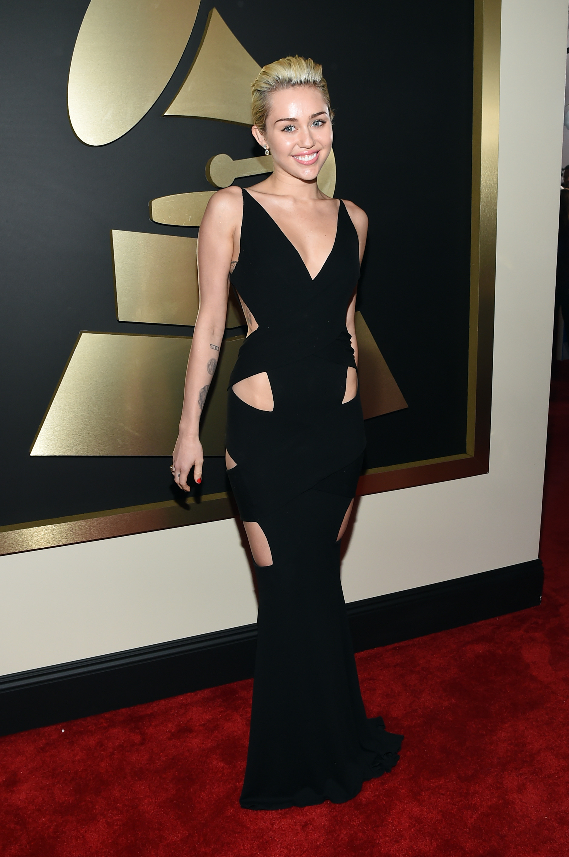 Miley Cyrus Wore A Cutout Black Gown On The 2015 Grammy\'s Red Carpet ...