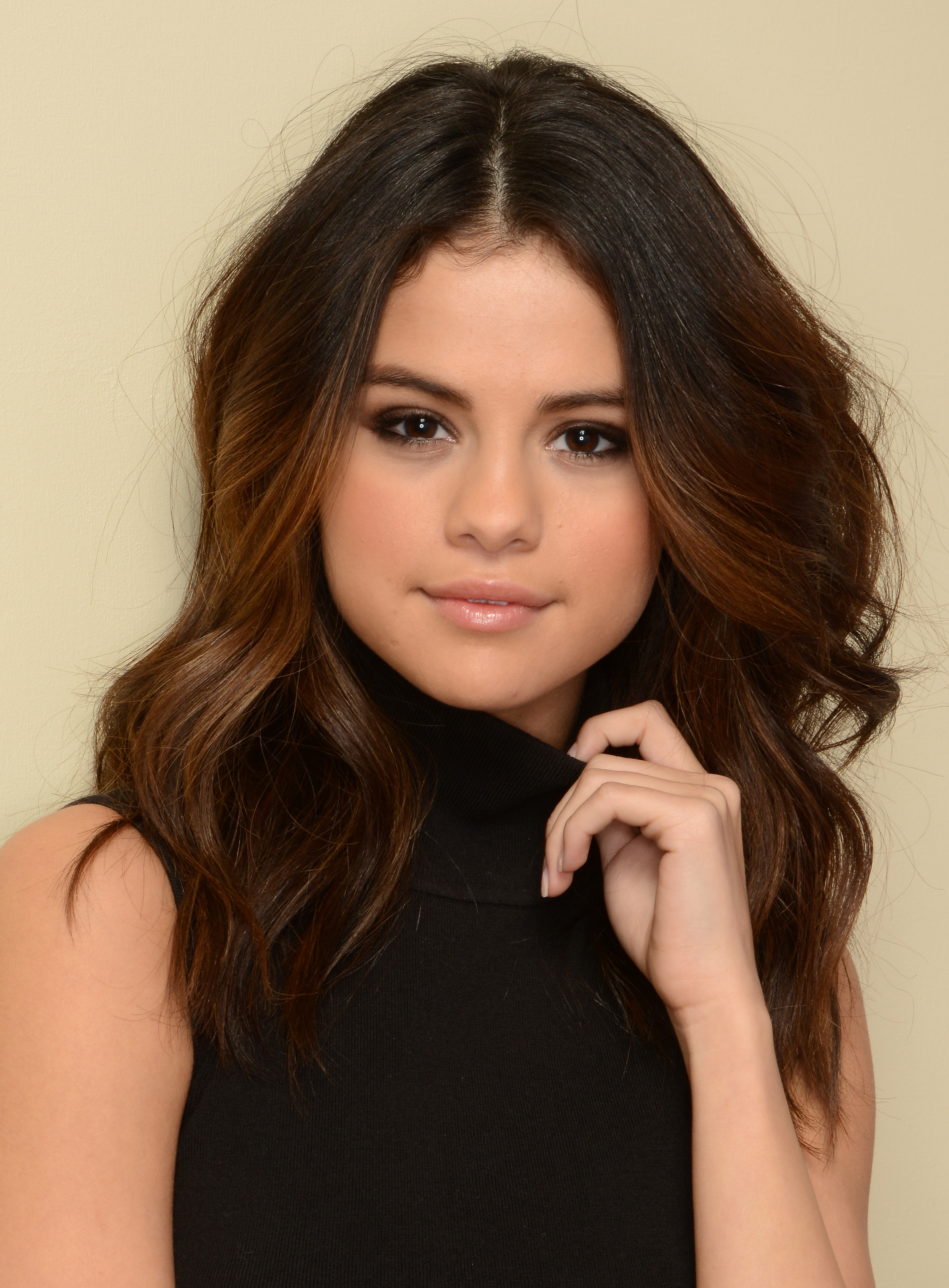 If Selena Gomez Joined Eharmony This Is What Her Profile Would Look
