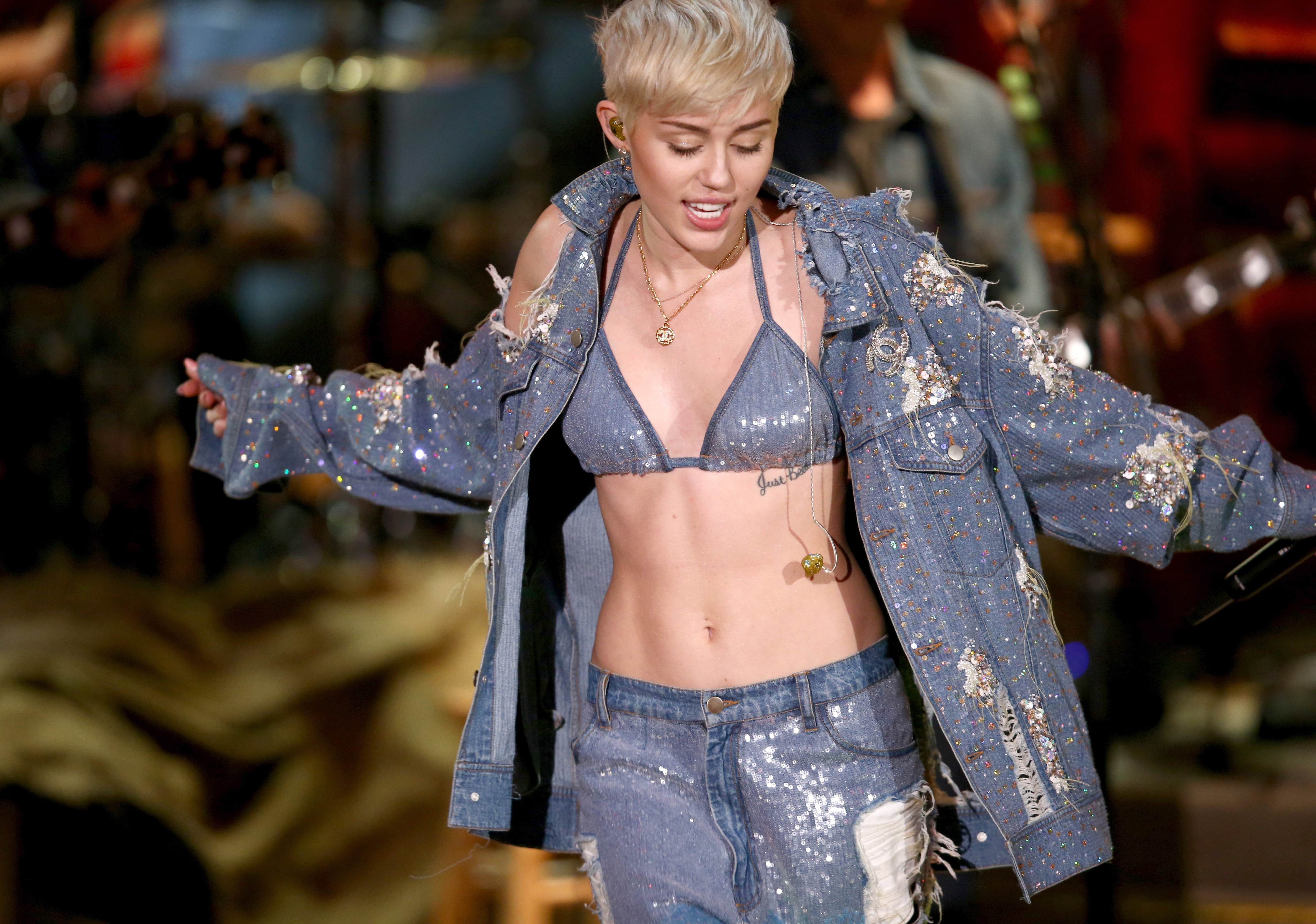 Miley Cyrus Friends Got Matching Floyd Tattoos So He Ll Live Forever On Her Ribs Photos