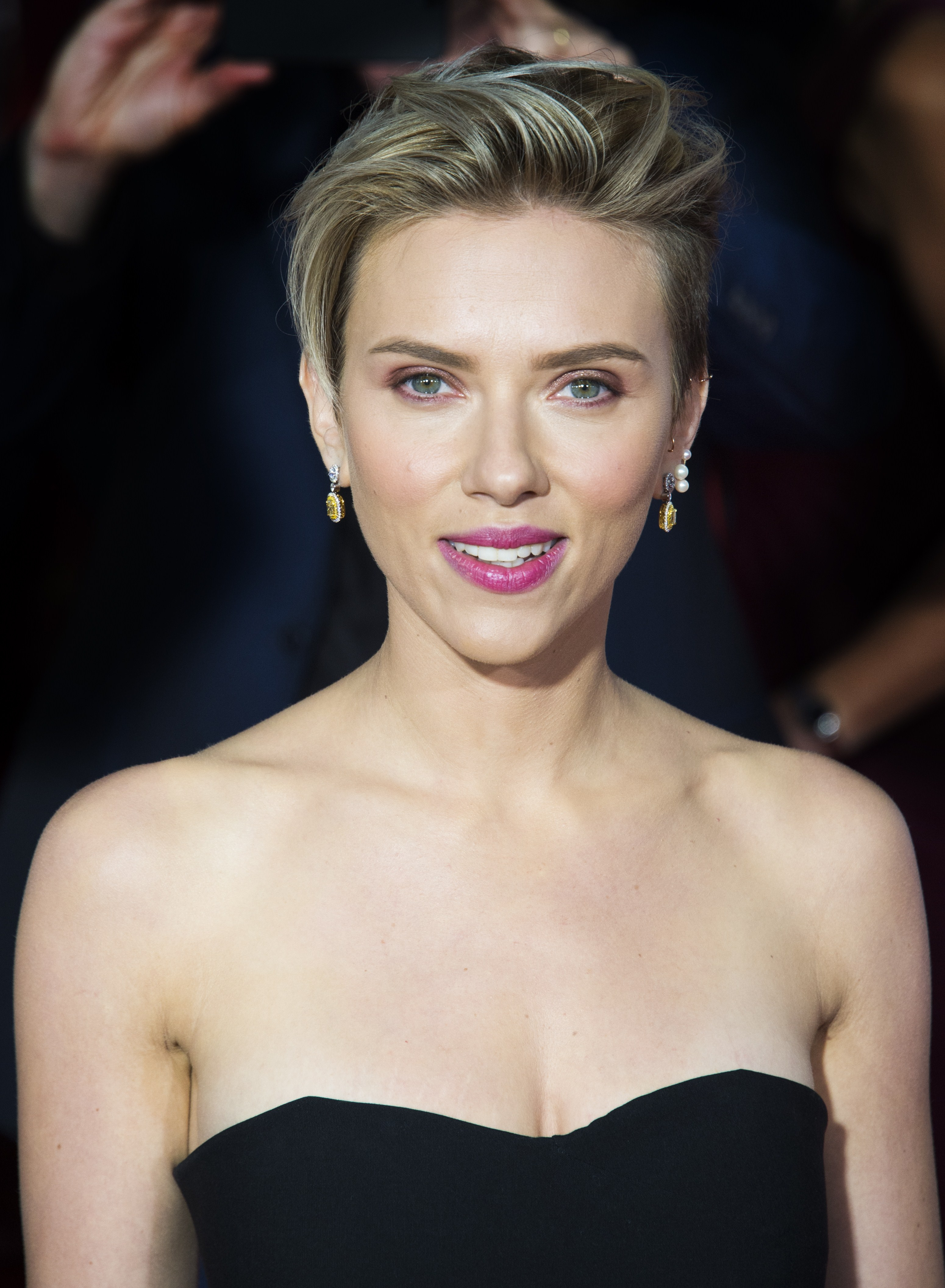 Scarlett Johansson Dyes Hair Red But Shes Been This Color Several