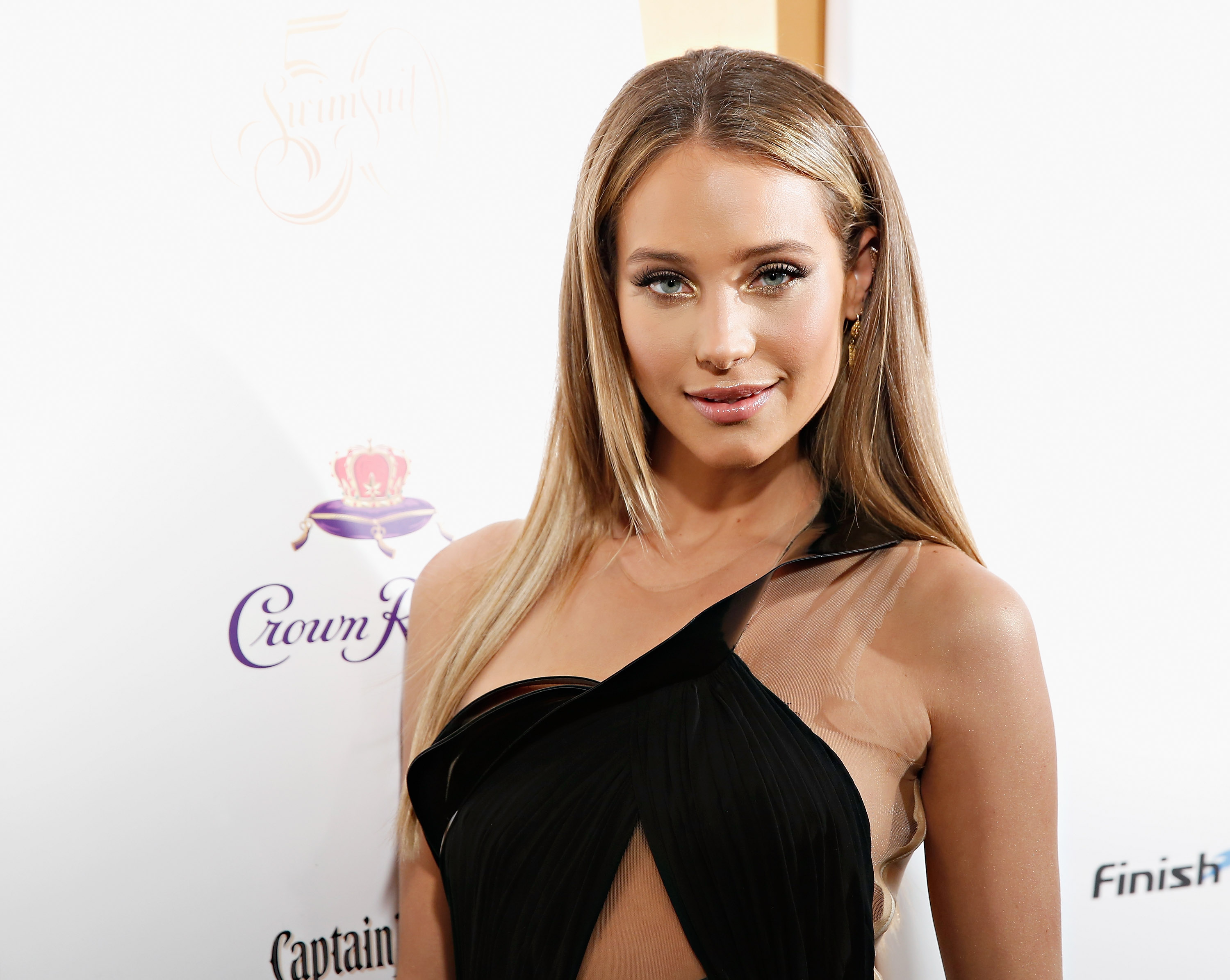 sports illustrated cover model hannah davis is obsessed with her
