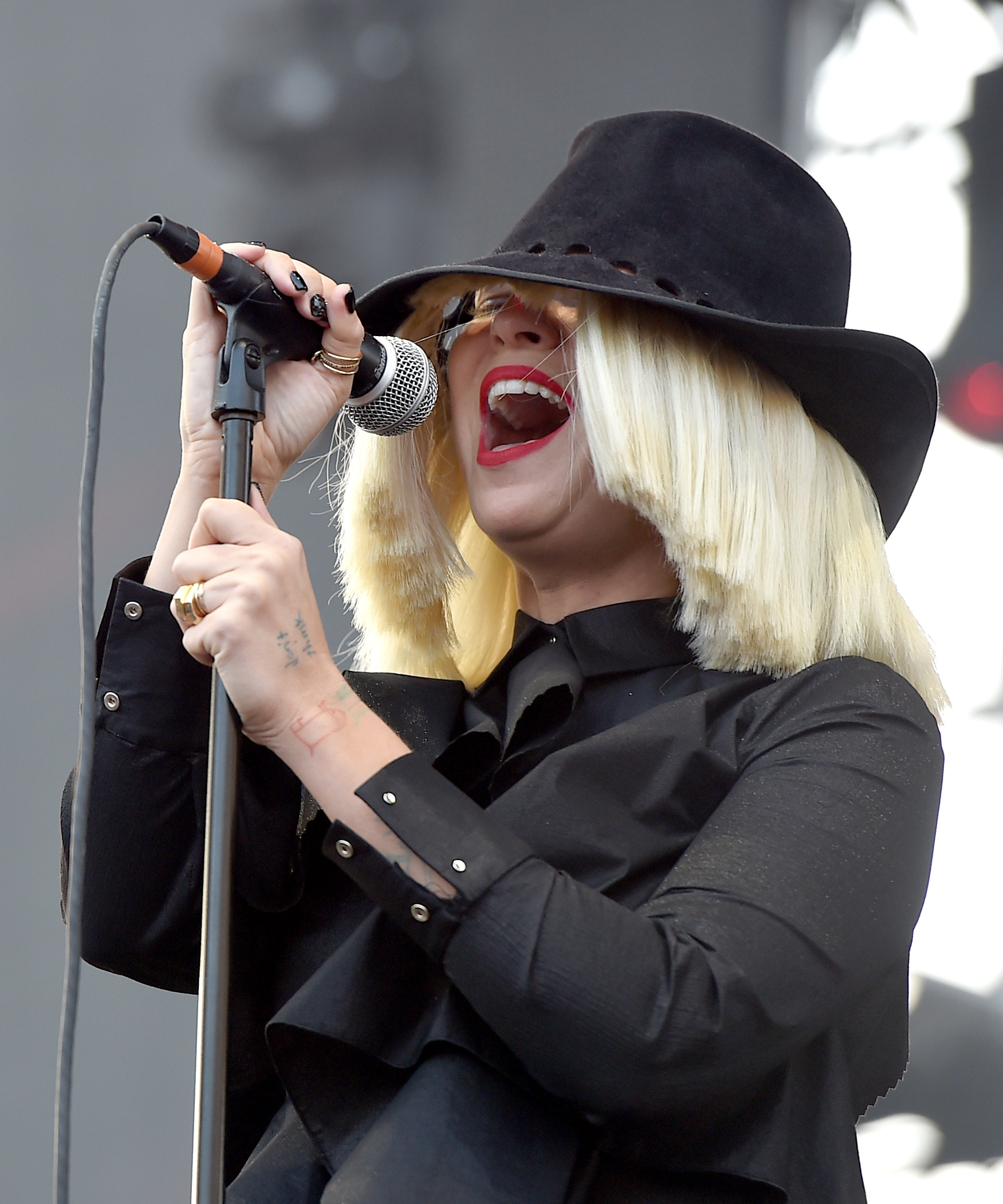 Sia S Unstoppable Lyrics Are Jam Packed With Female Empowerment