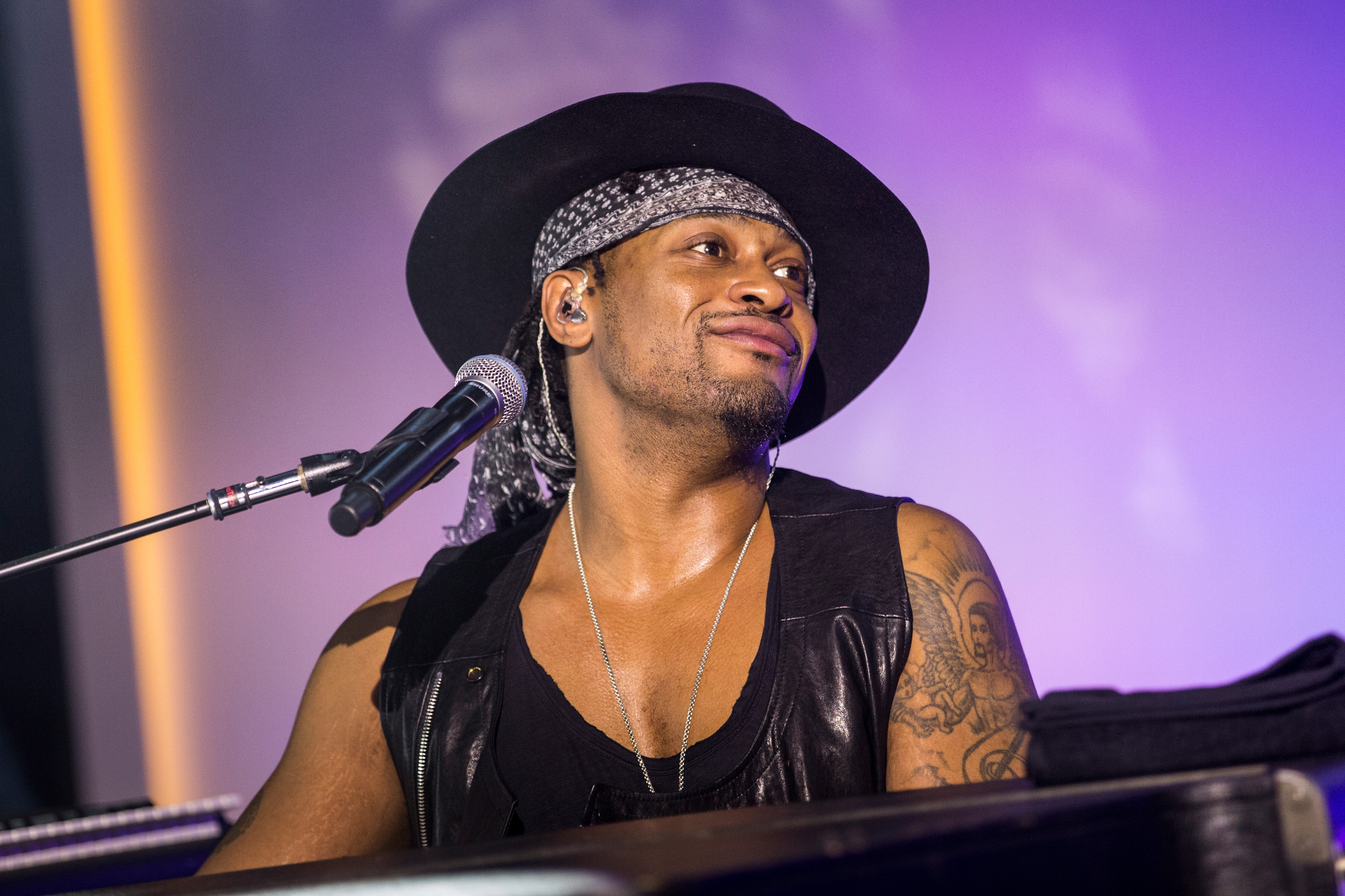 D angelo on bet awards aero coin crypto currency