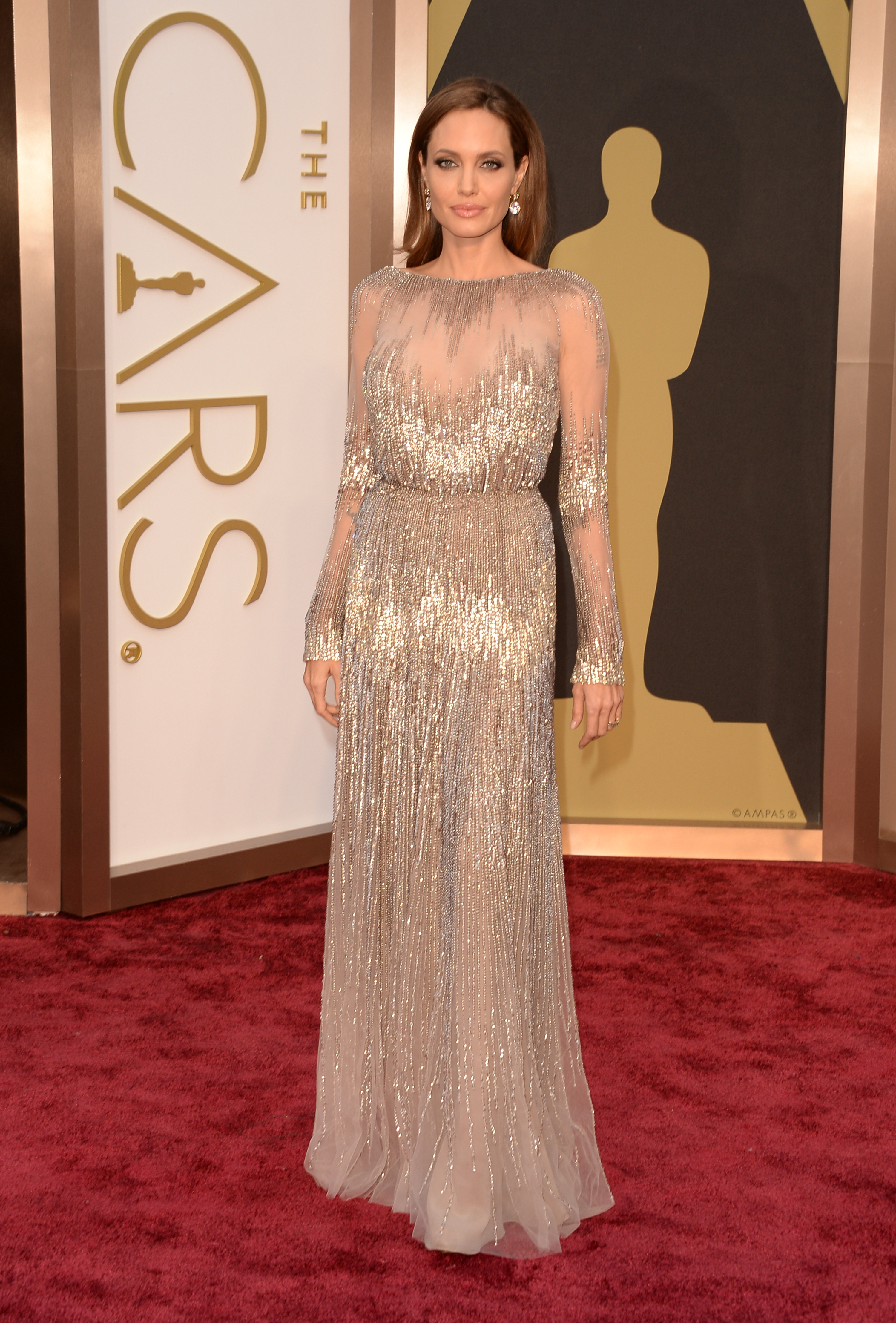 7eecdca8e4 11 Times Angelina Jolie Looked Amazing While Not Wearing Black