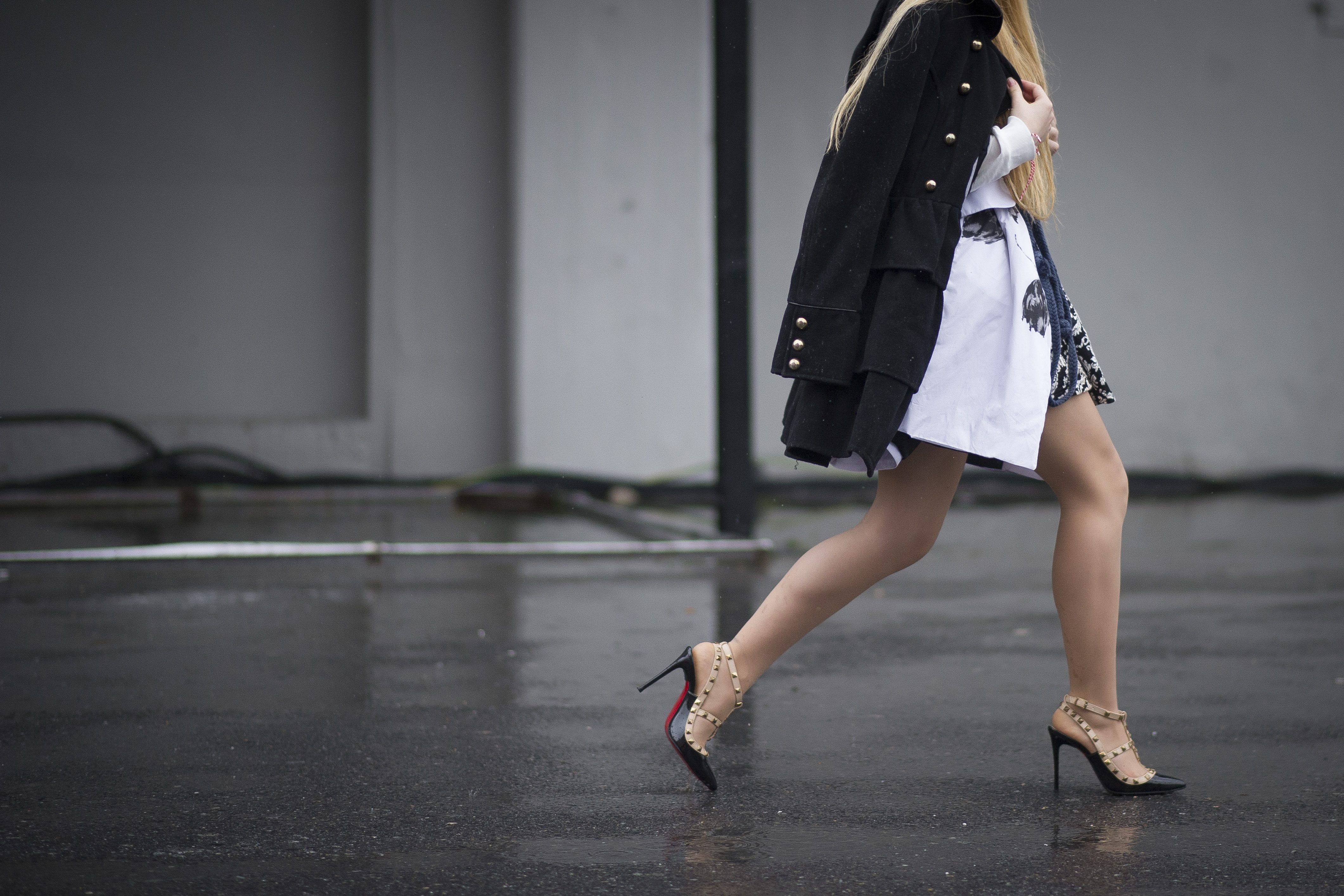 5d894ca24b5b Are High Heels Supposed To Be Loose  7 Burning Questions About Buying And  Wearing Them