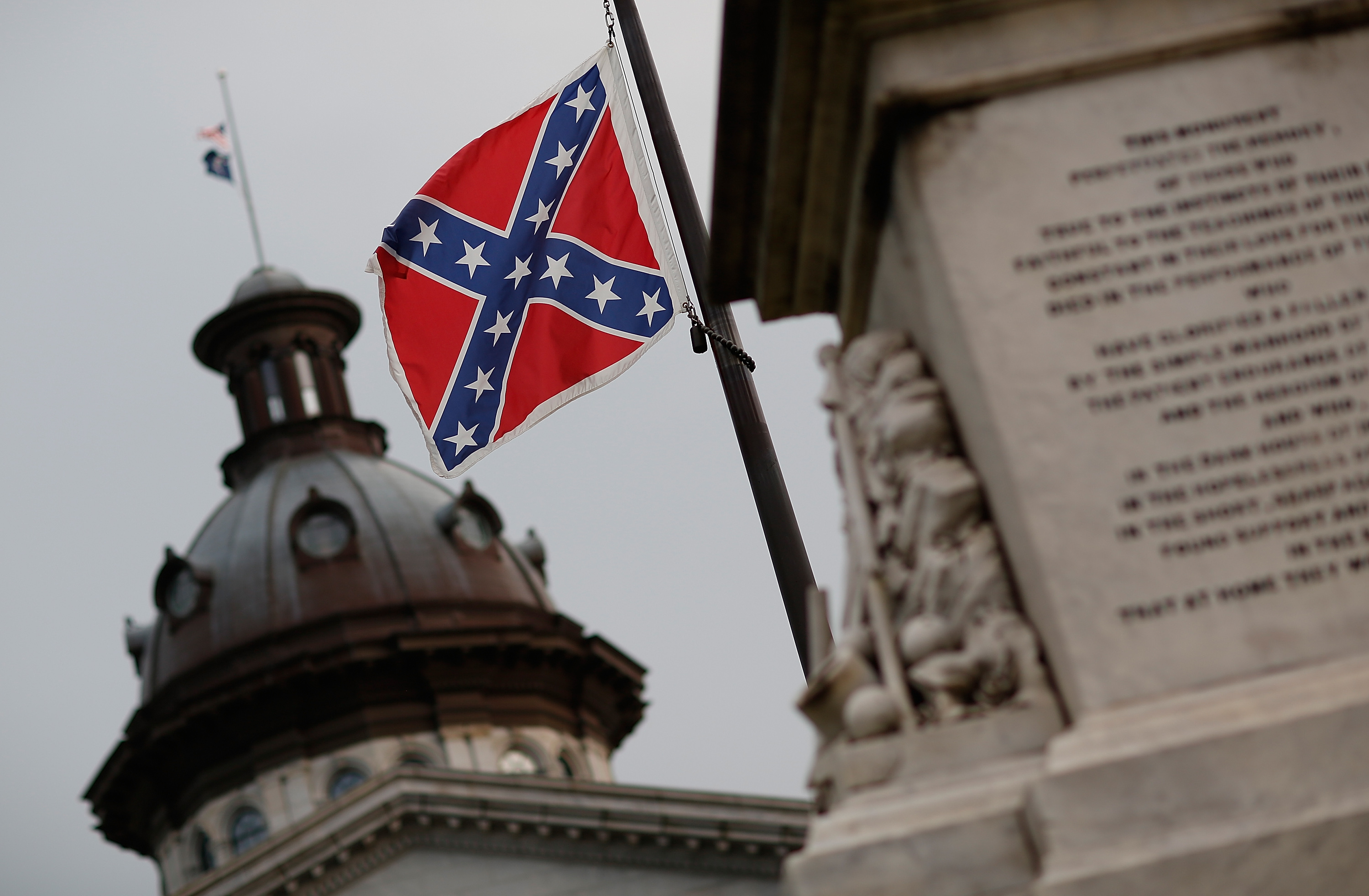 Robert e lee and jefferson davis wanted the confederate flag to win mcnameegetty images newsgetty images biocorpaavc