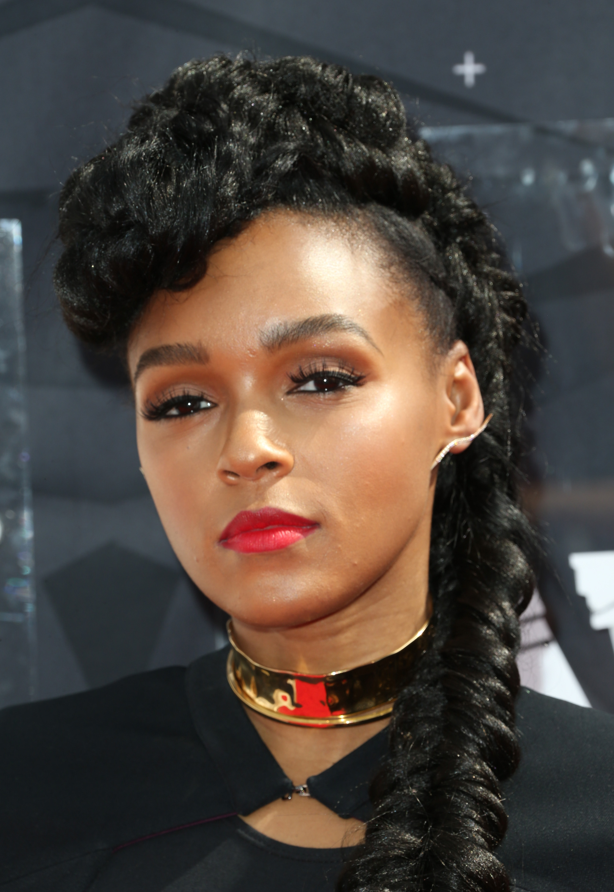 Janelle Monae Wore A Cape To The 2015 Bet Awards Looking