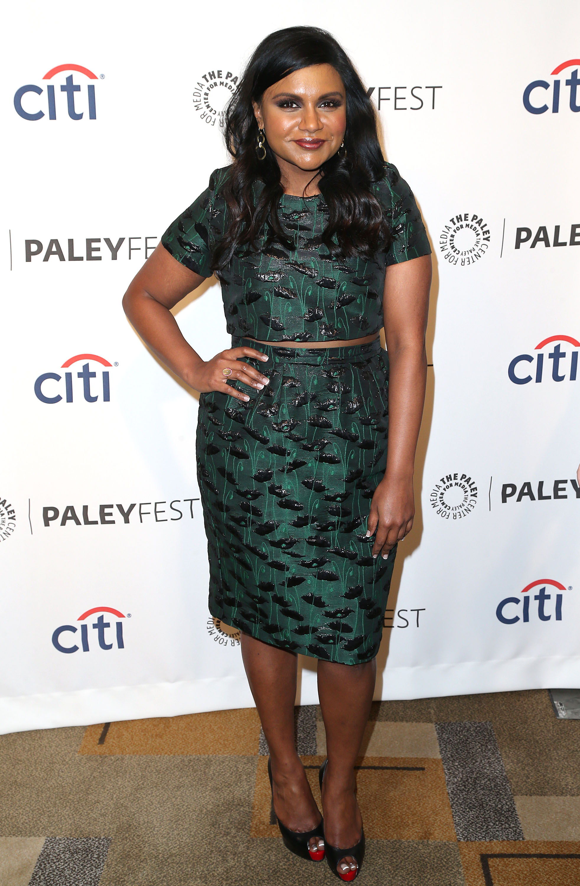 Mindy Kaling Wears Hair Extensions Plus 10 More Fashion And Beauty
