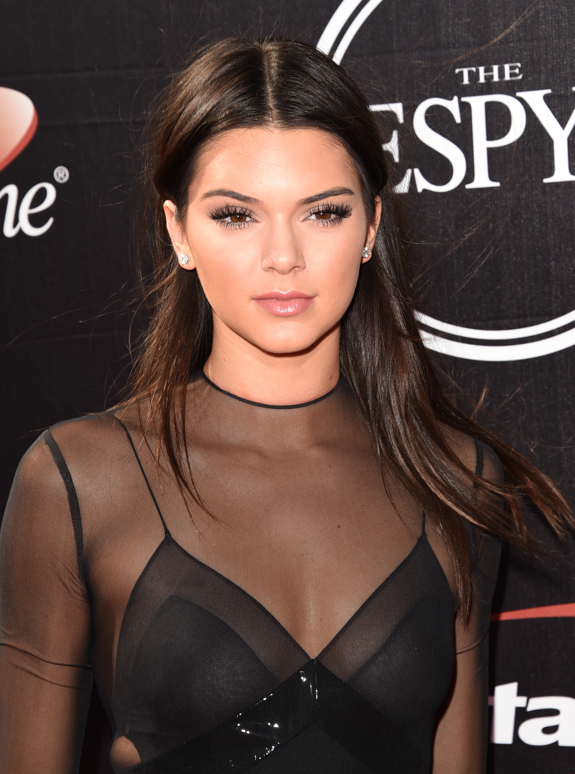 Kendall Jenners Hair Looks Shorter Lighter In Instagram Shot Photo
