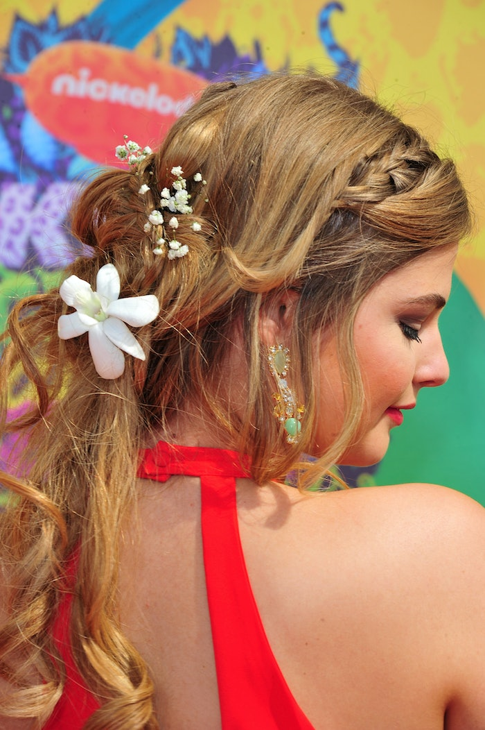 ways to style long hair down 10 simple ways to make any braid look even cooler so it ll 3539 | 481403607