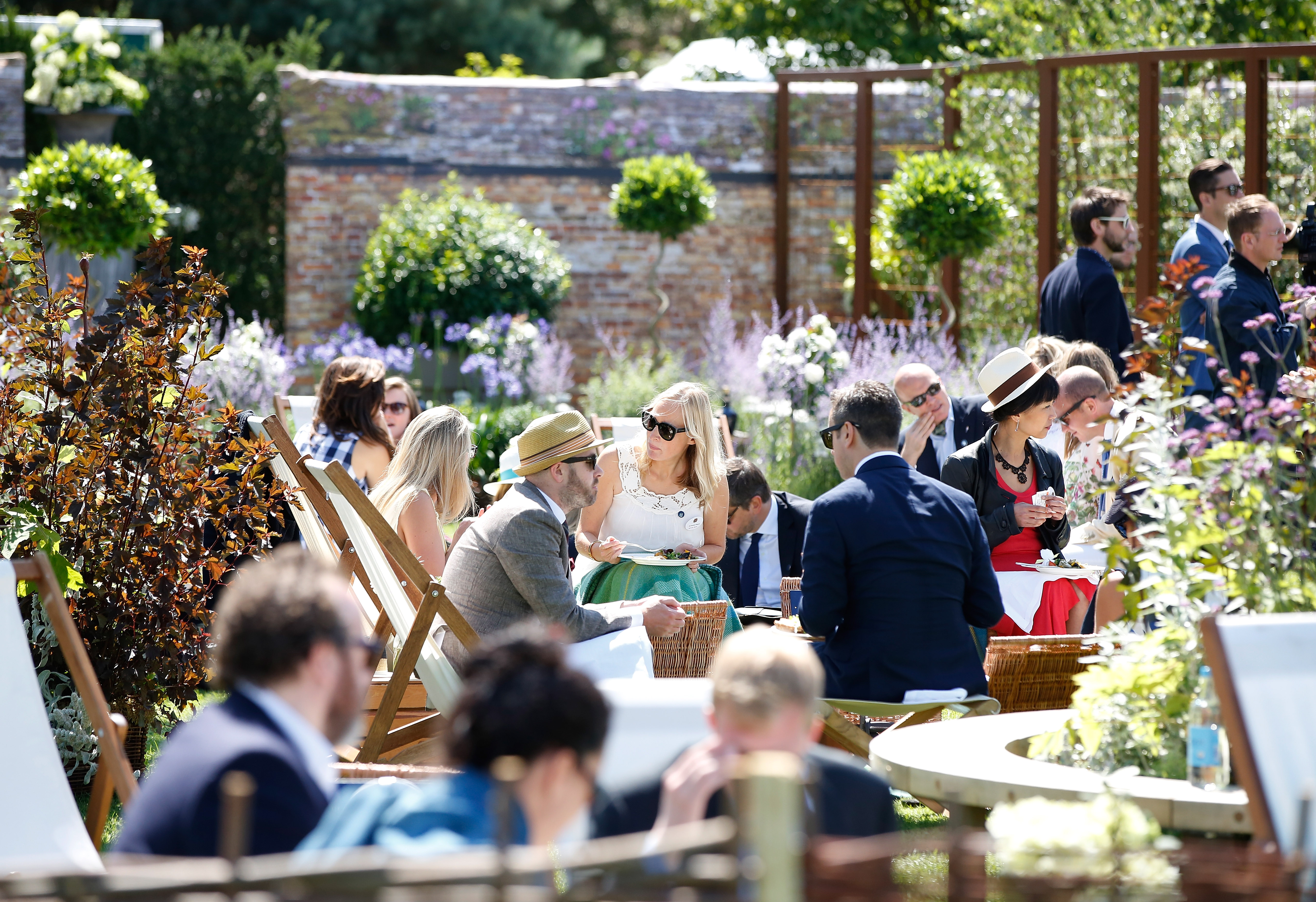 5 Things To Consider Before Planning A Backyard Wedding