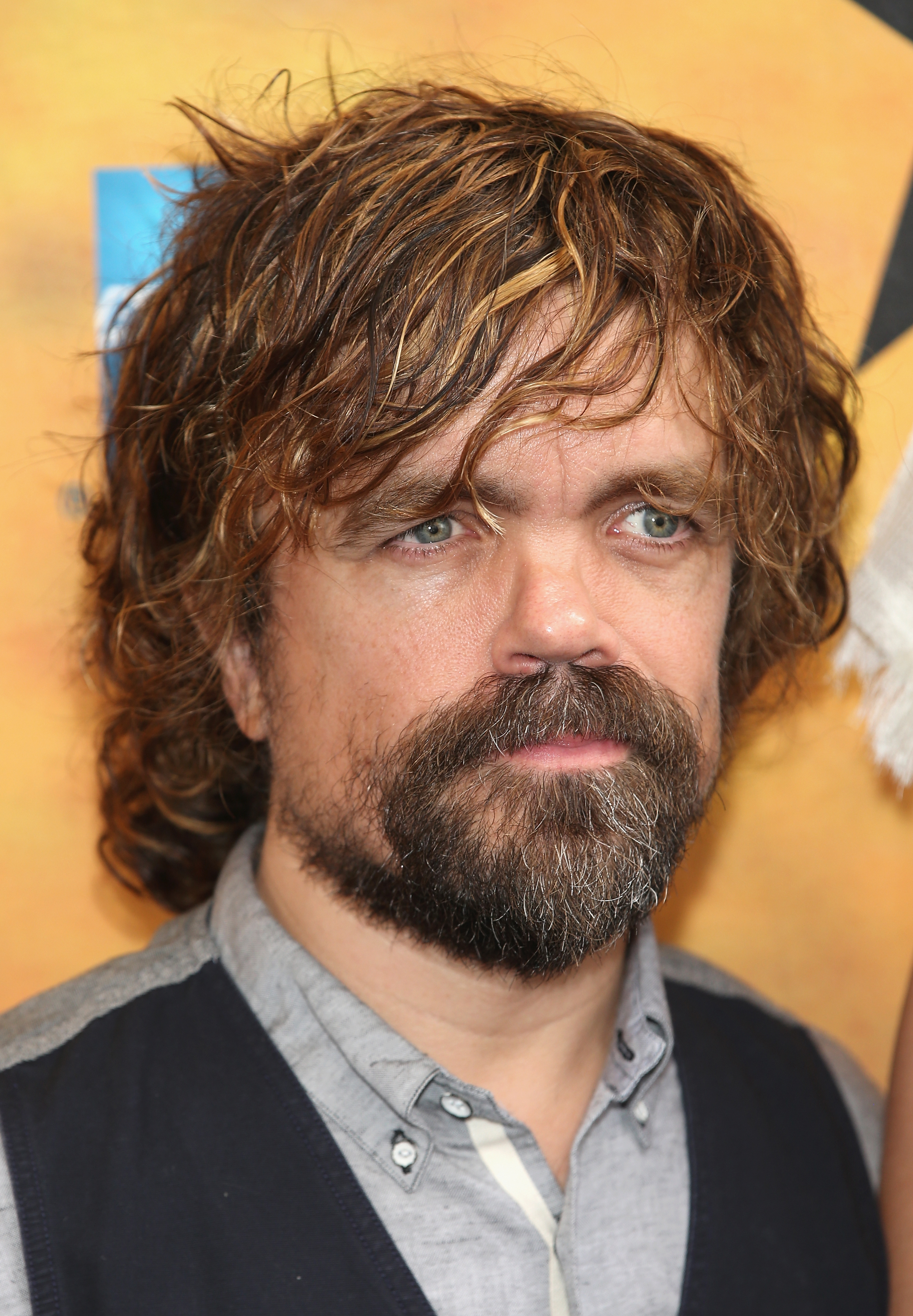 Peter Dinklage's Emmys Man Bun Is Totally On Trend — PHOTOS