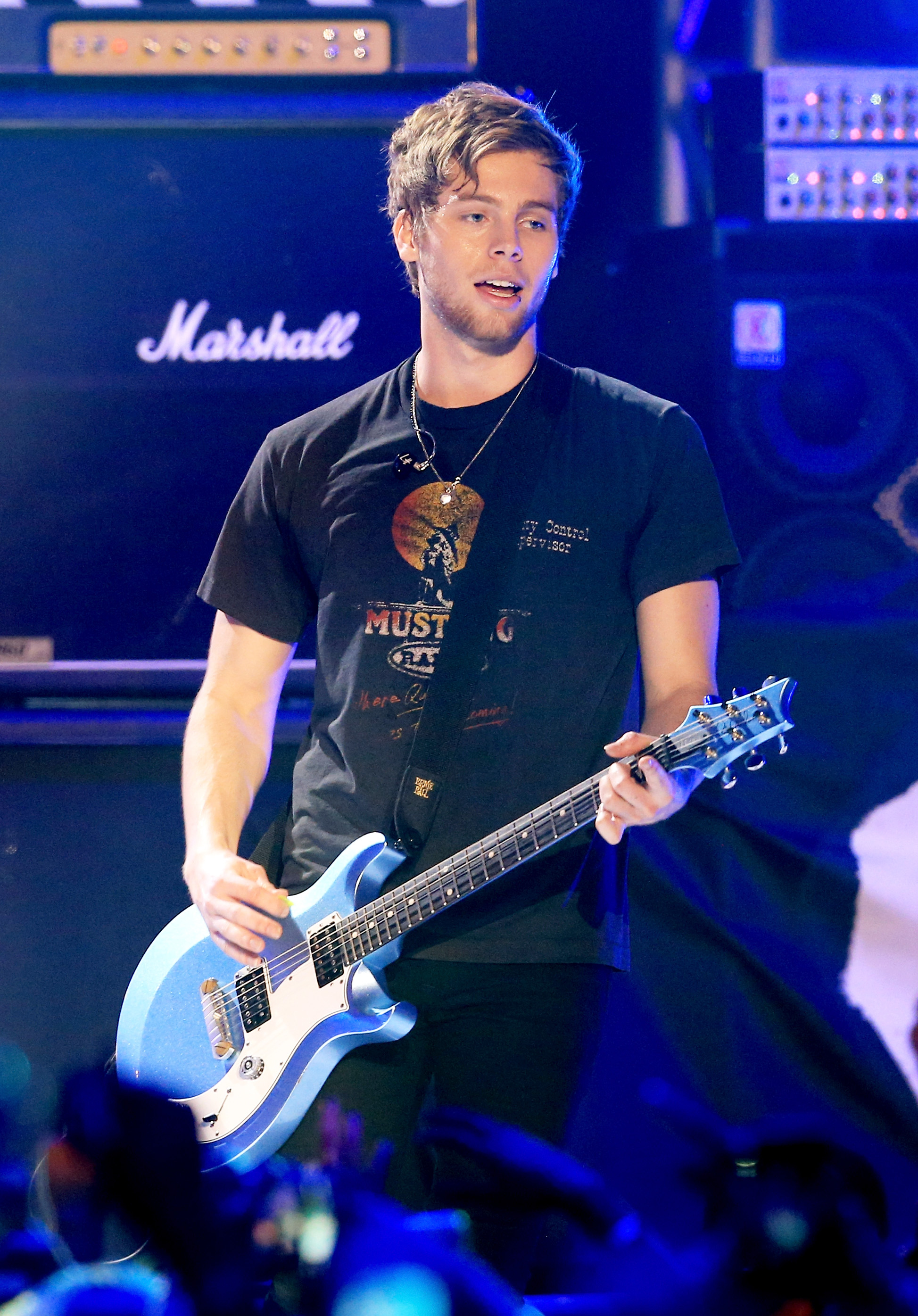 Does Luke Hemmings Have Snapchat? The 5SOS Frontman Loves ...