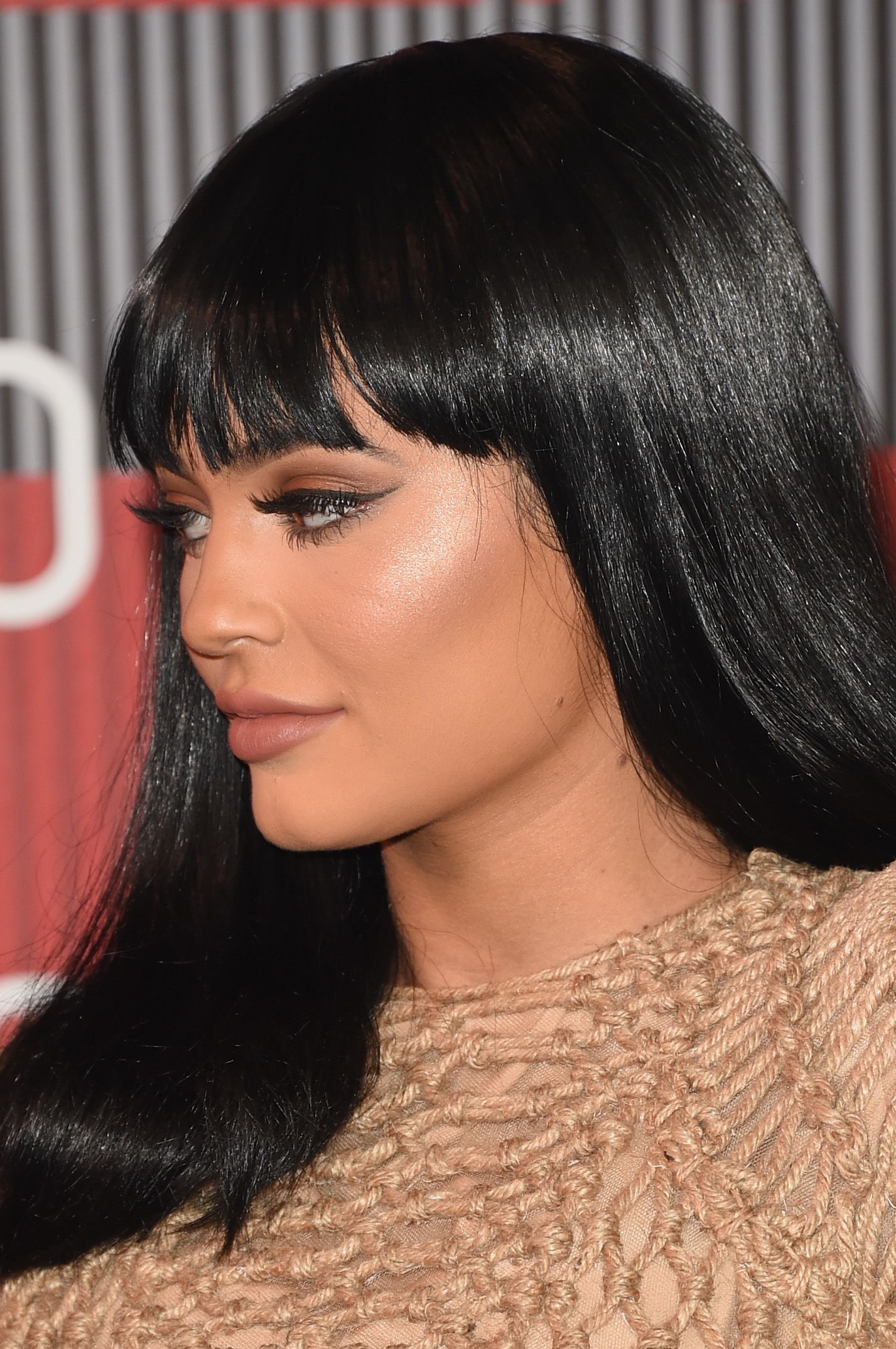 Kylie Jenner Wears Lilly Lashes To Get That Bold Lashed Look She