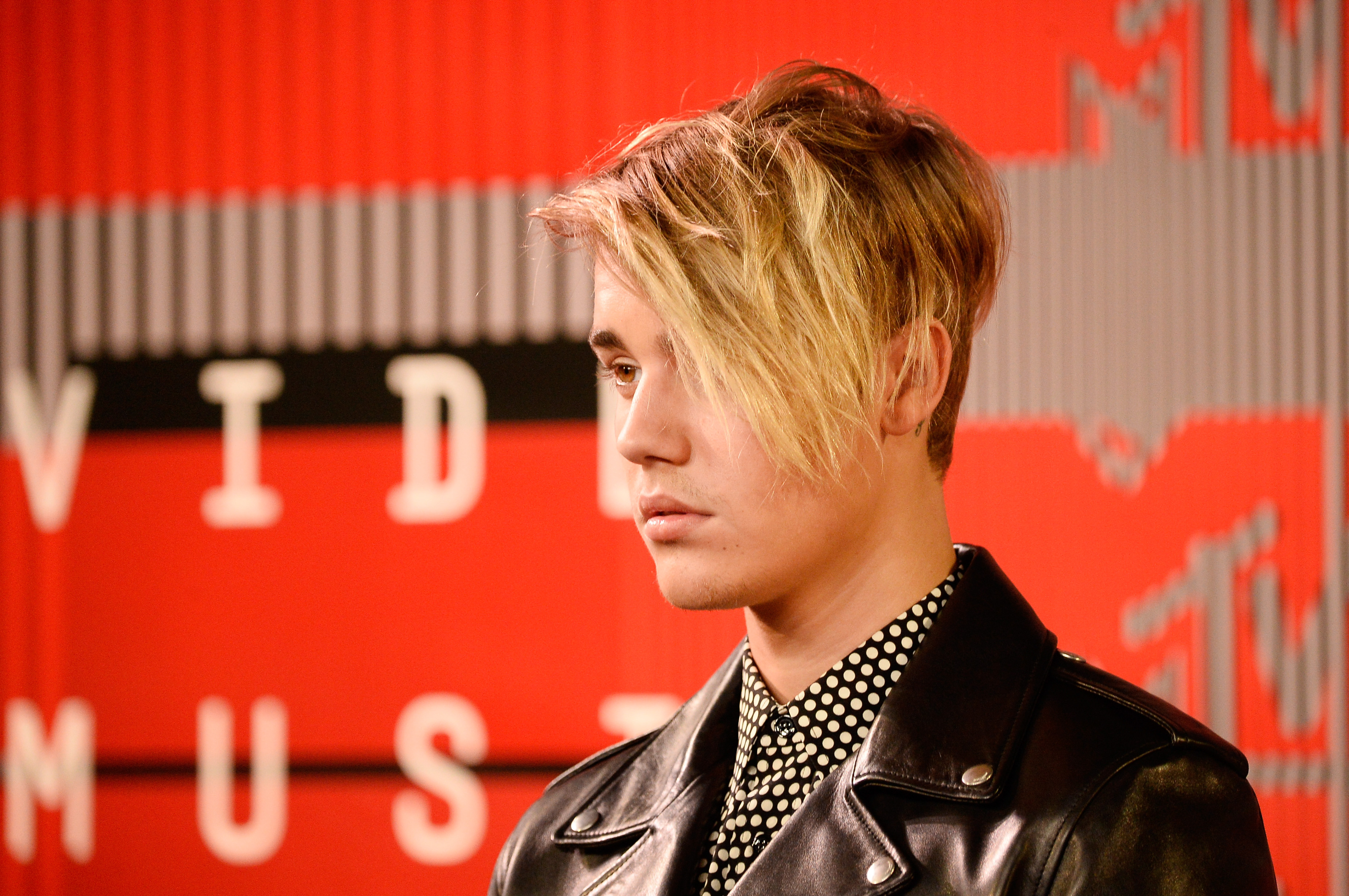 Justin Bieber Hair Memes Inspired By The VMAs - Hairstyle of justin bieber 2015