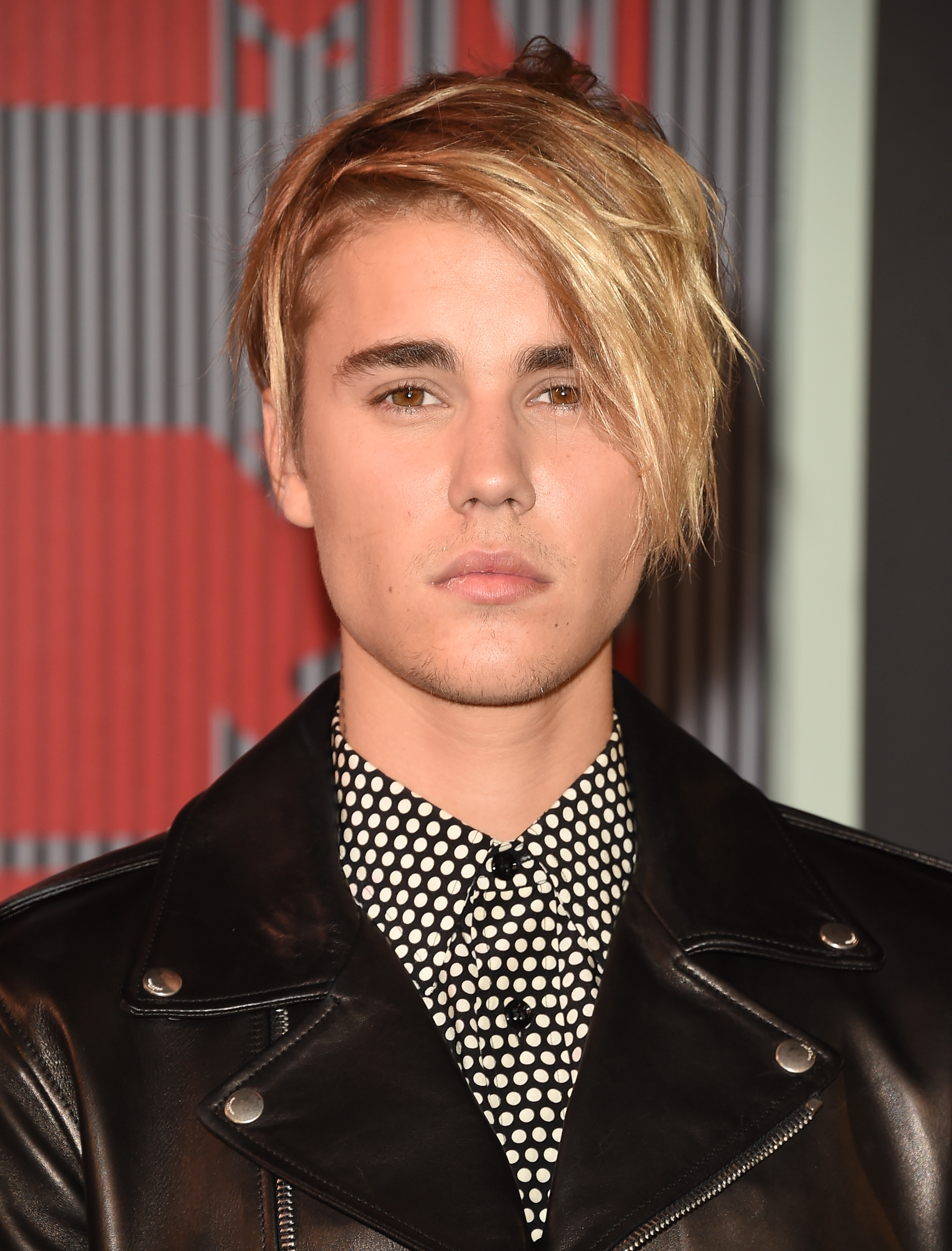 Justin Biebers First VMA Outfit Was What Every Dude In Your - Justin bieber new hairstyle vma