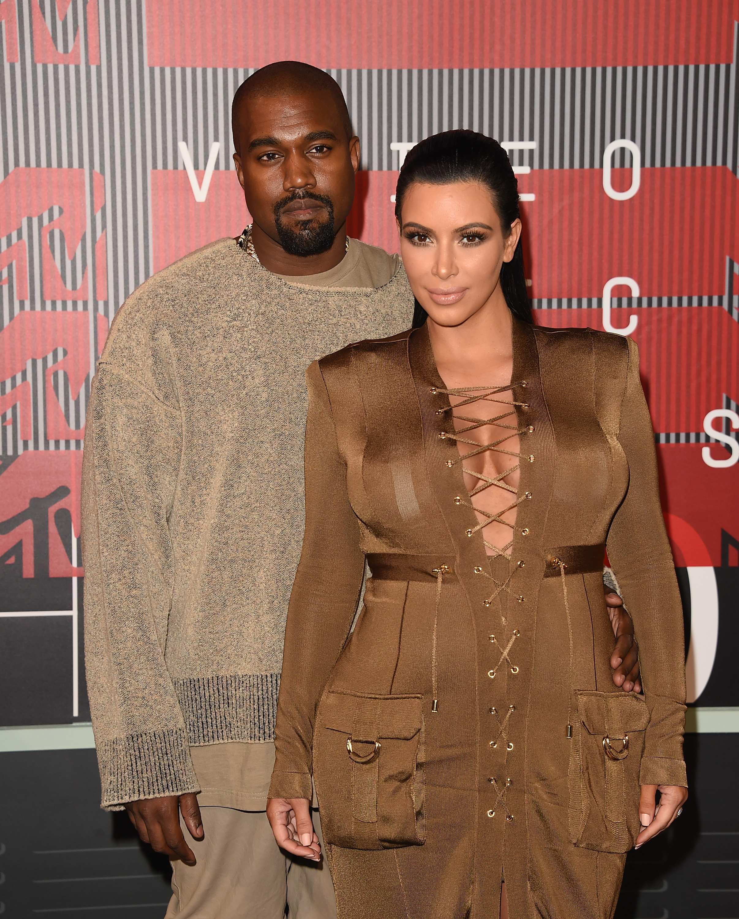 Kanye West Gives Kim Kardashian 150 Christmas Gifts & Tops All His ...