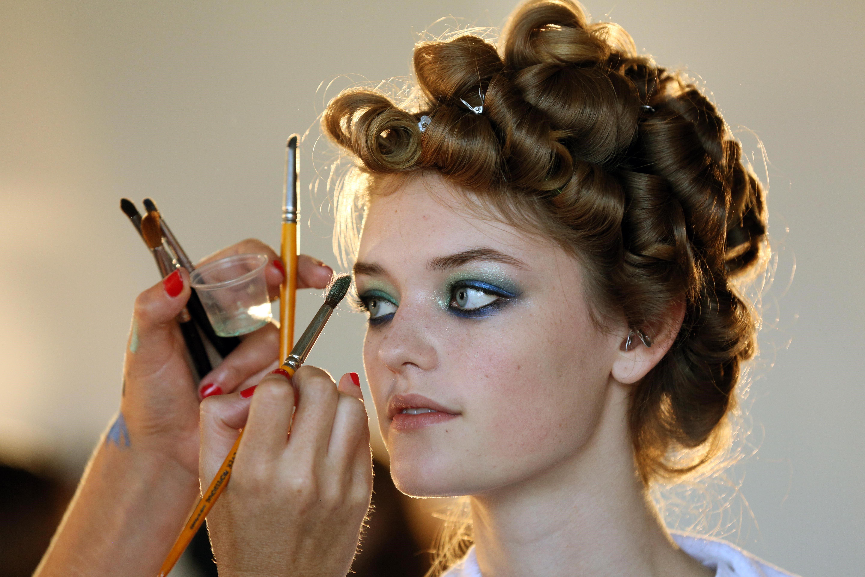 how to make eyeshadow into eyeliner