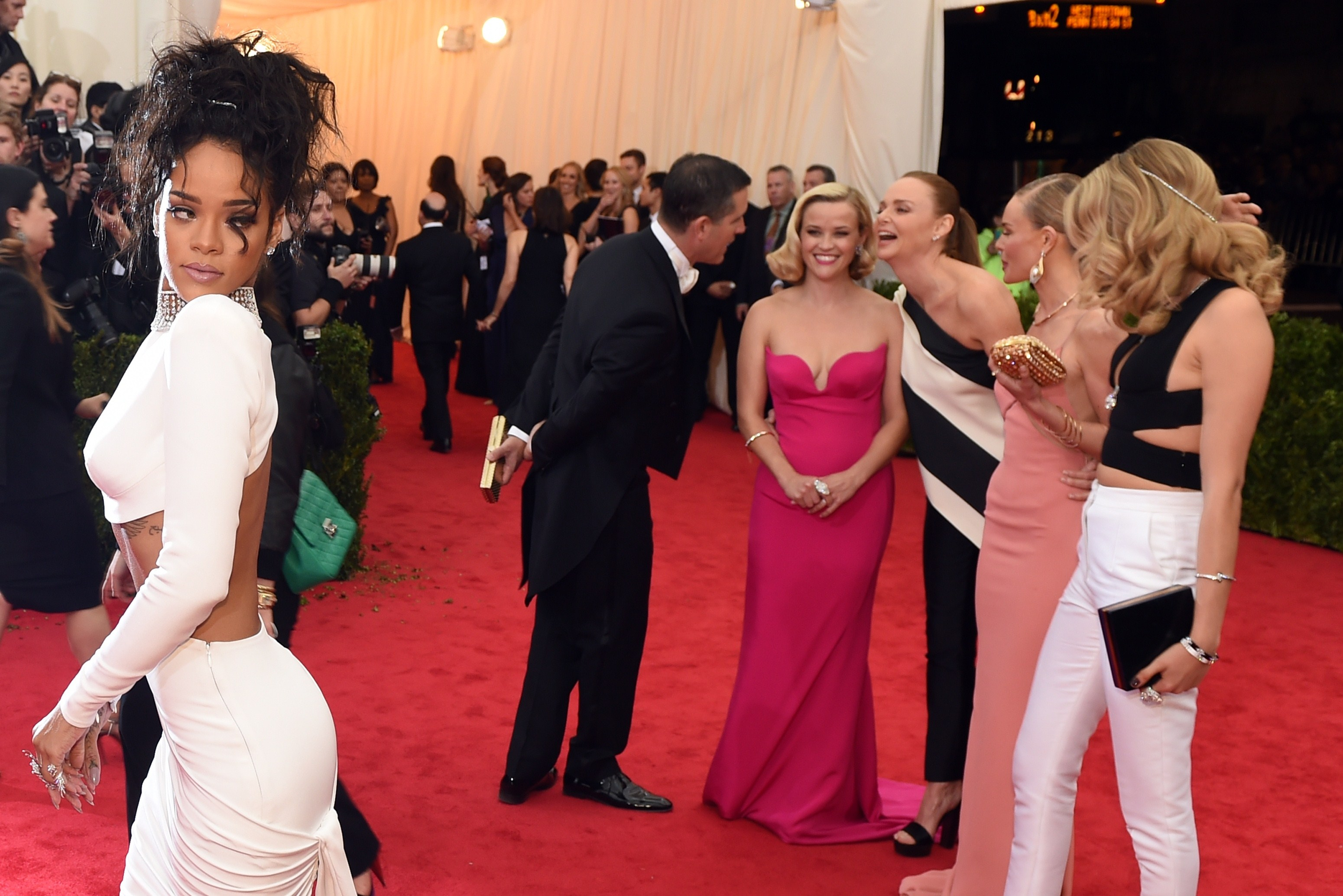 40 golden best globes gowns time, The death of the it bag