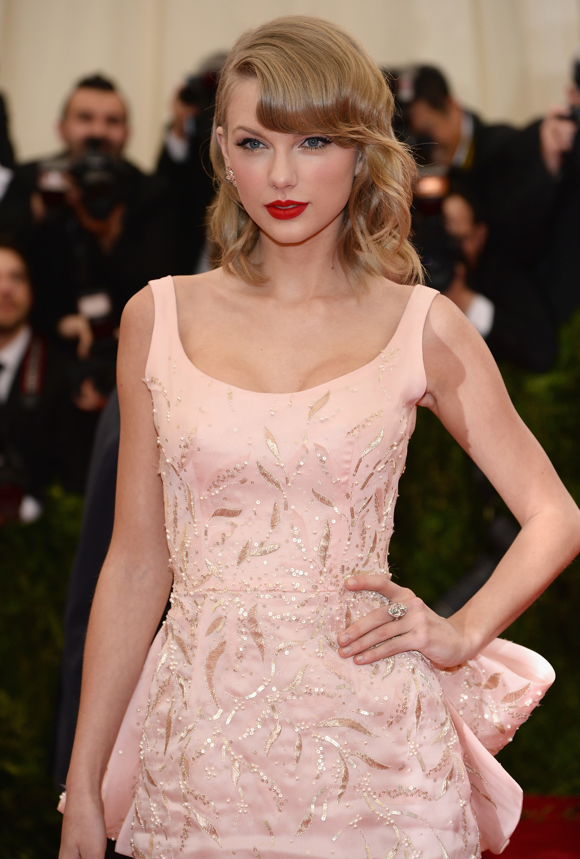 Taylor Swift S 13 Best Crafts Prove She S A Human Pinterest Board
