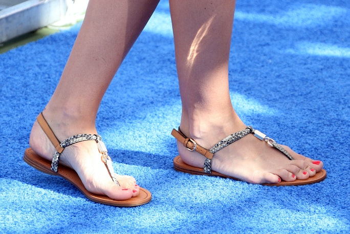 11 Wide Feet Shopping Tips To Help You Find The Most ...