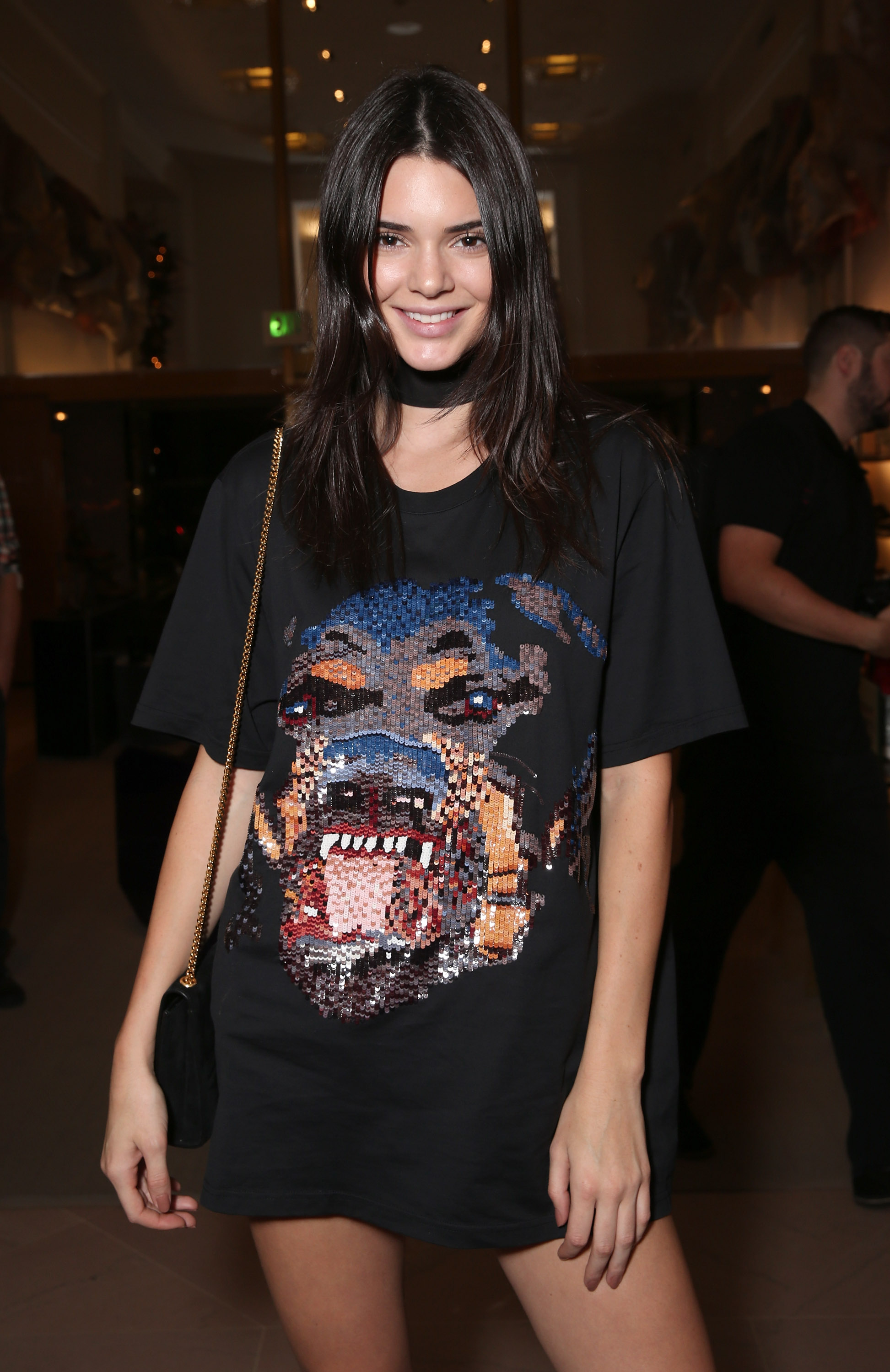 110dfe10 Kendall Jenner Wears A T-Shirt With No Pants Like A Boss — PHOTO