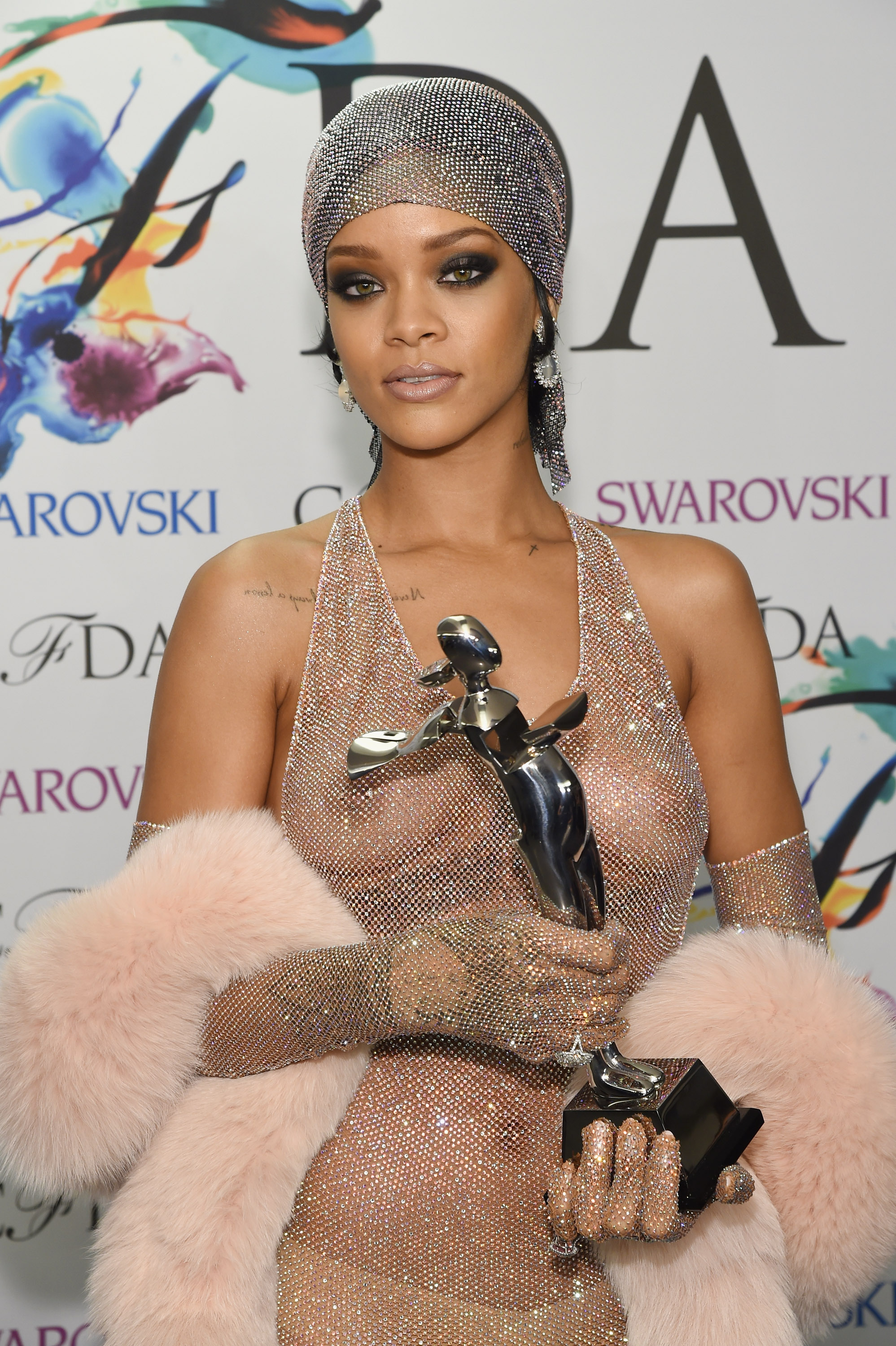 Nude Photo Hackers Target Rihanna In Latest Batch Of Leaks -2233