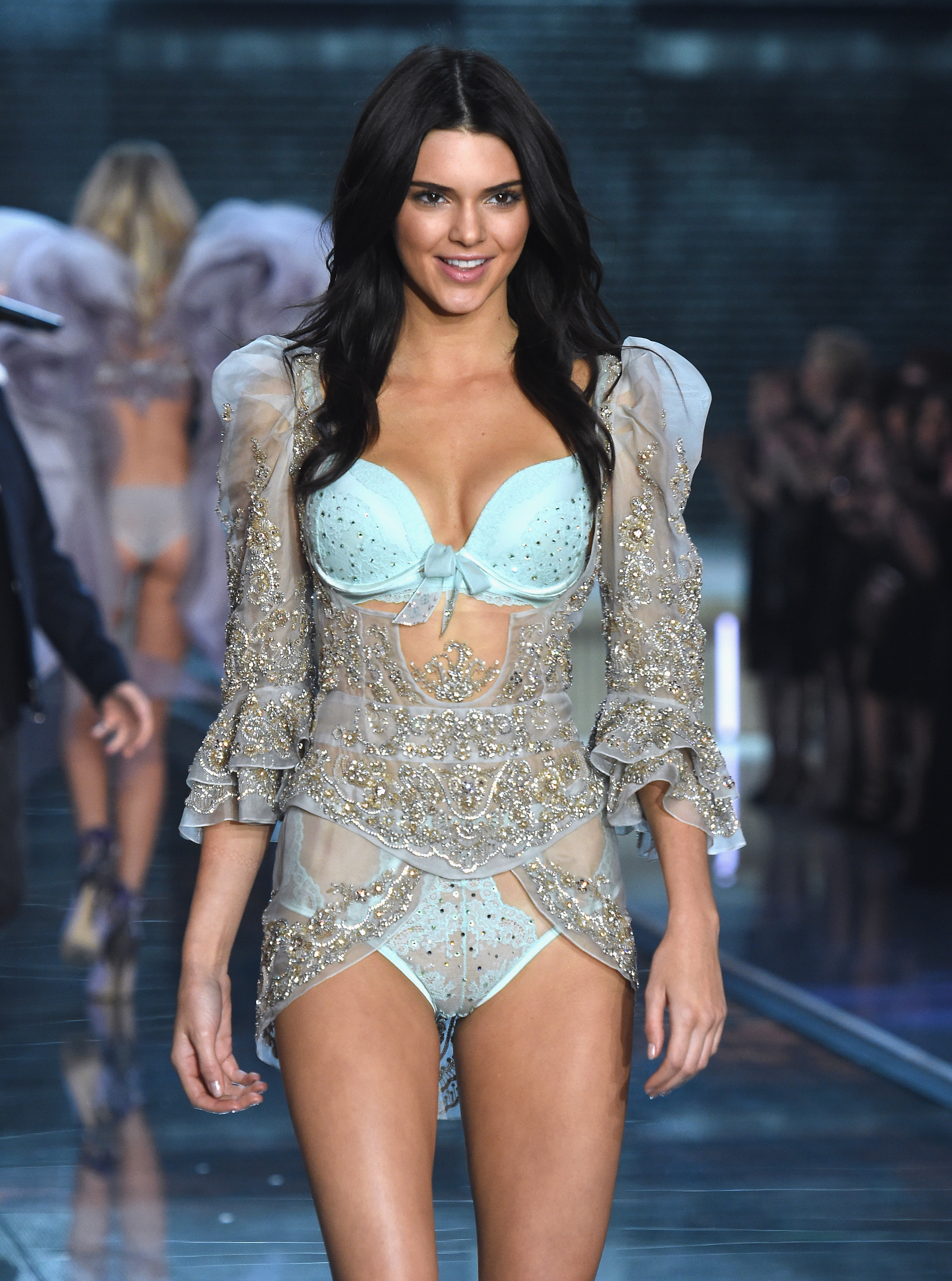 8e4afeddaa7 See Kendall Jenner s Victoria s Secret Fashion Show Debut From All Angles —  PHOTOS