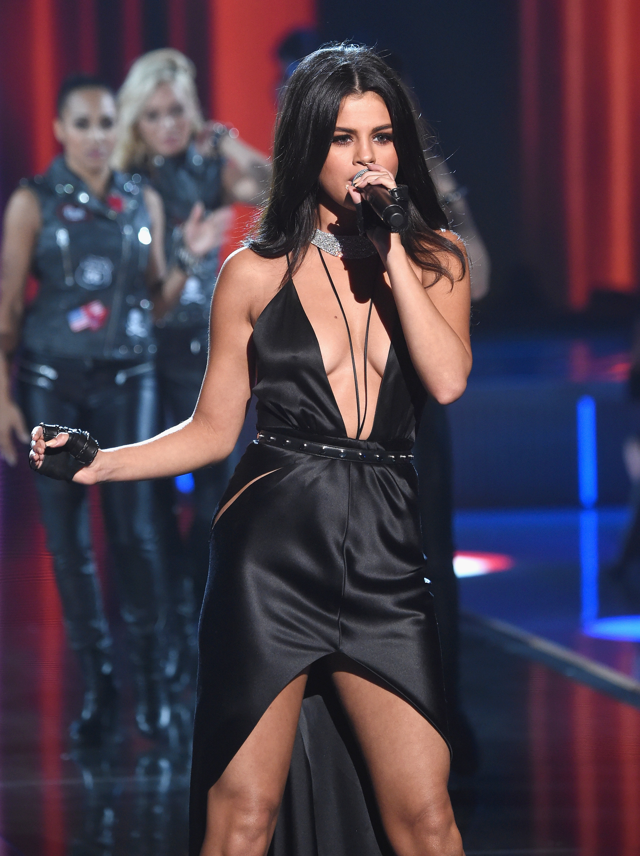Selena Gomez Performed At The Victoria S Secret Fashion Show Her