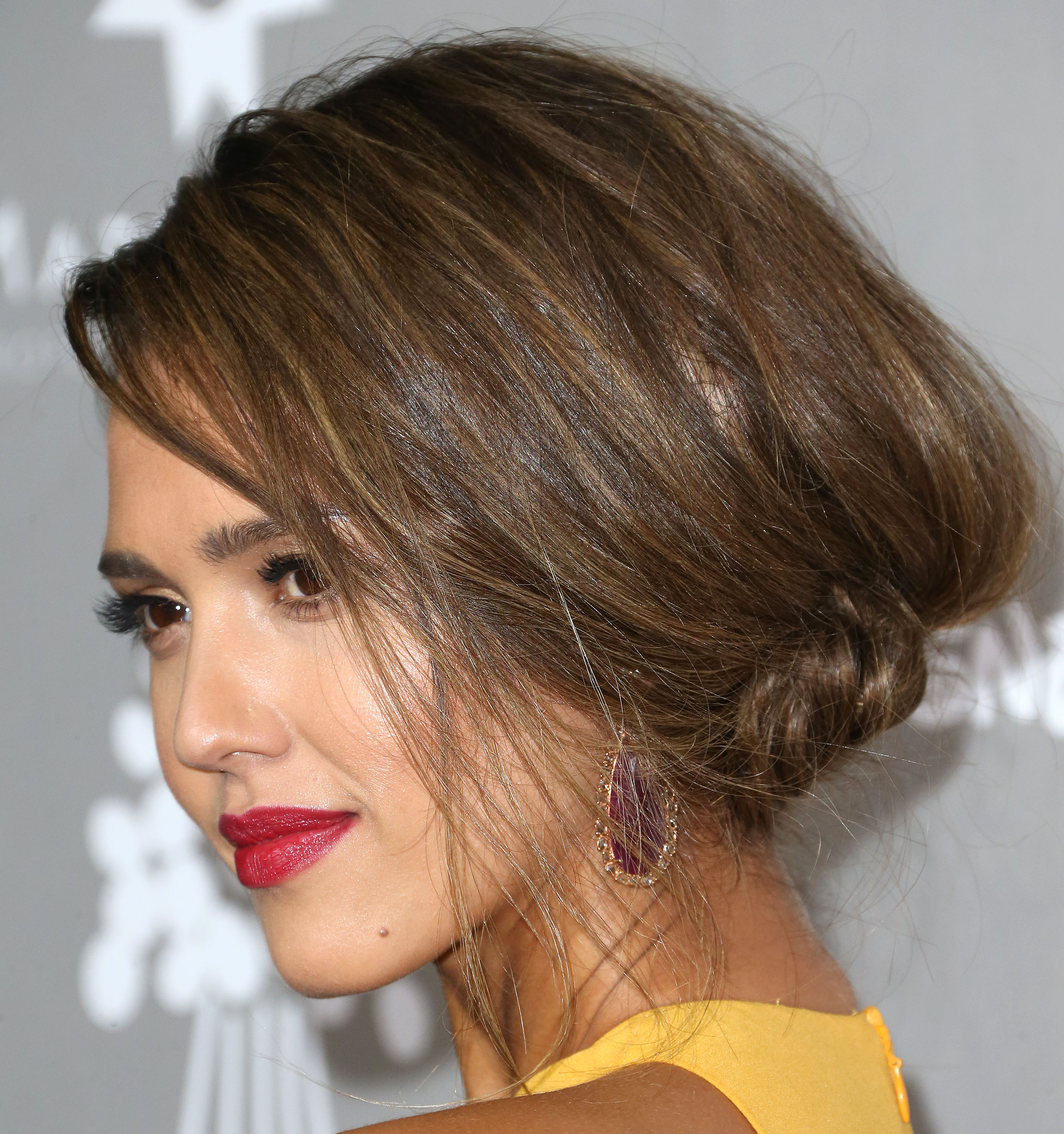 Jessica Alba Posts No Makeup Selfie Thats All About Her Eyes Photo