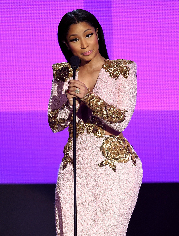 Nicki Minaj Has Blonde Hair Again But Its A Dramatically Different