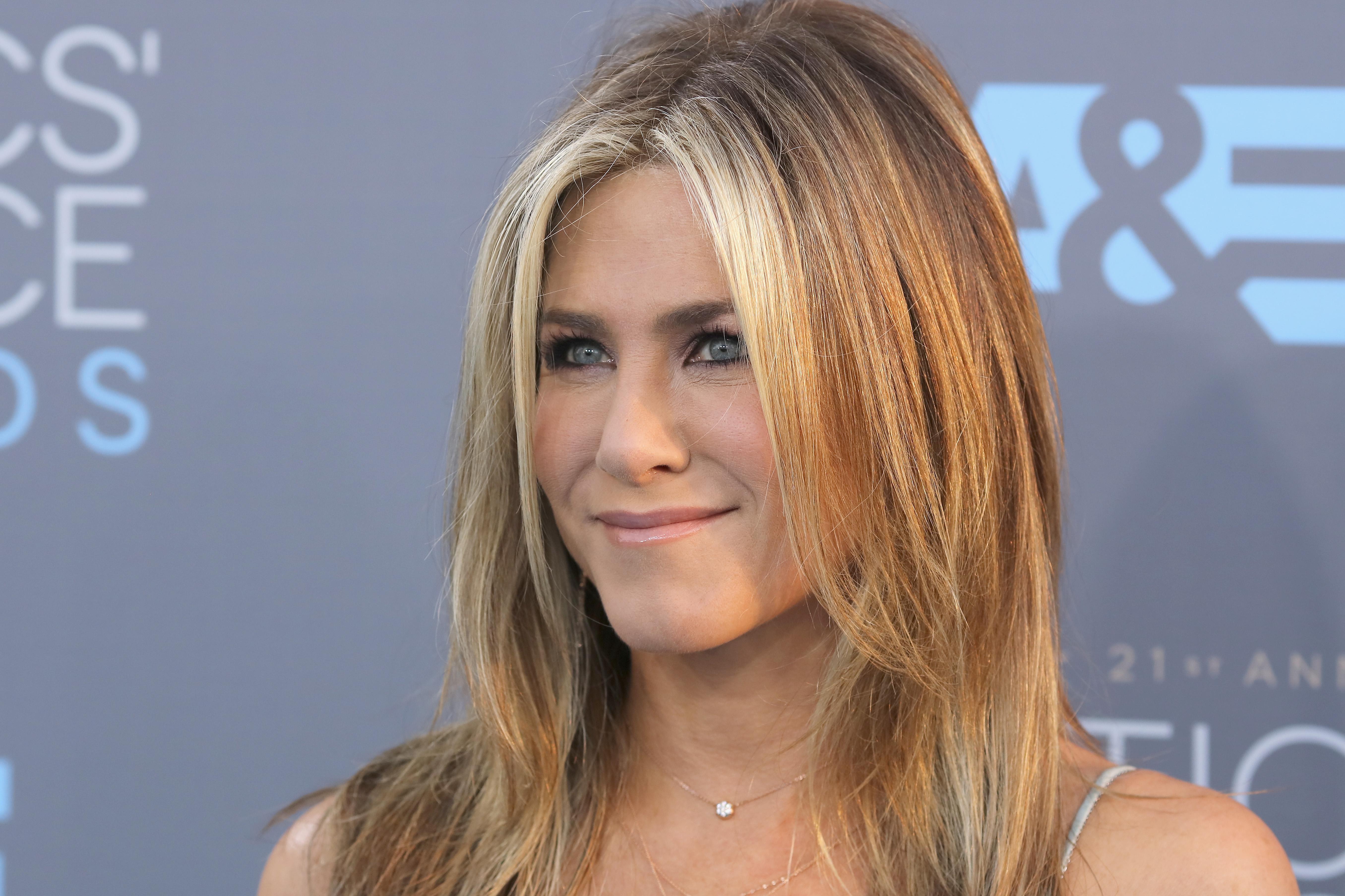 Jennifer Aniston & Sandra Bullock Start A Noteworthy Trend