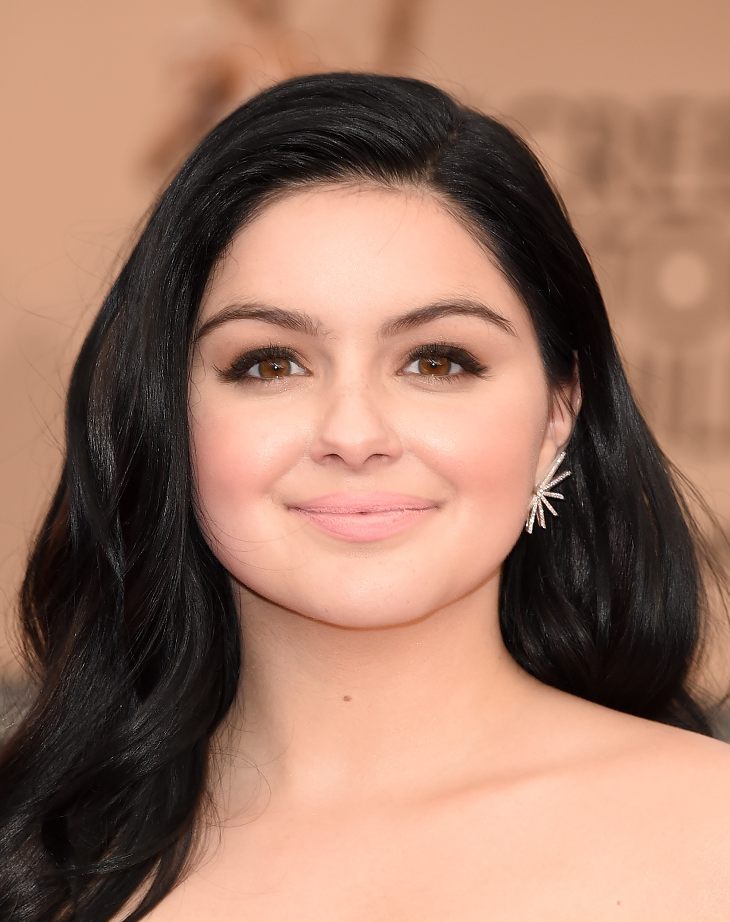 478a516f2d Ariel Winter At The 2016 SAG Awards Looks Like An Old Hollywood ...