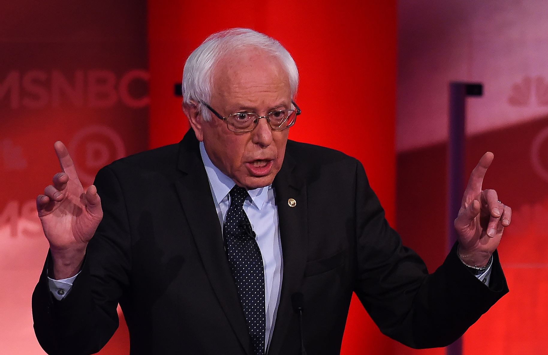 4 Bernie Sanders Finger Waving Jokes Memes That Give New Meaning