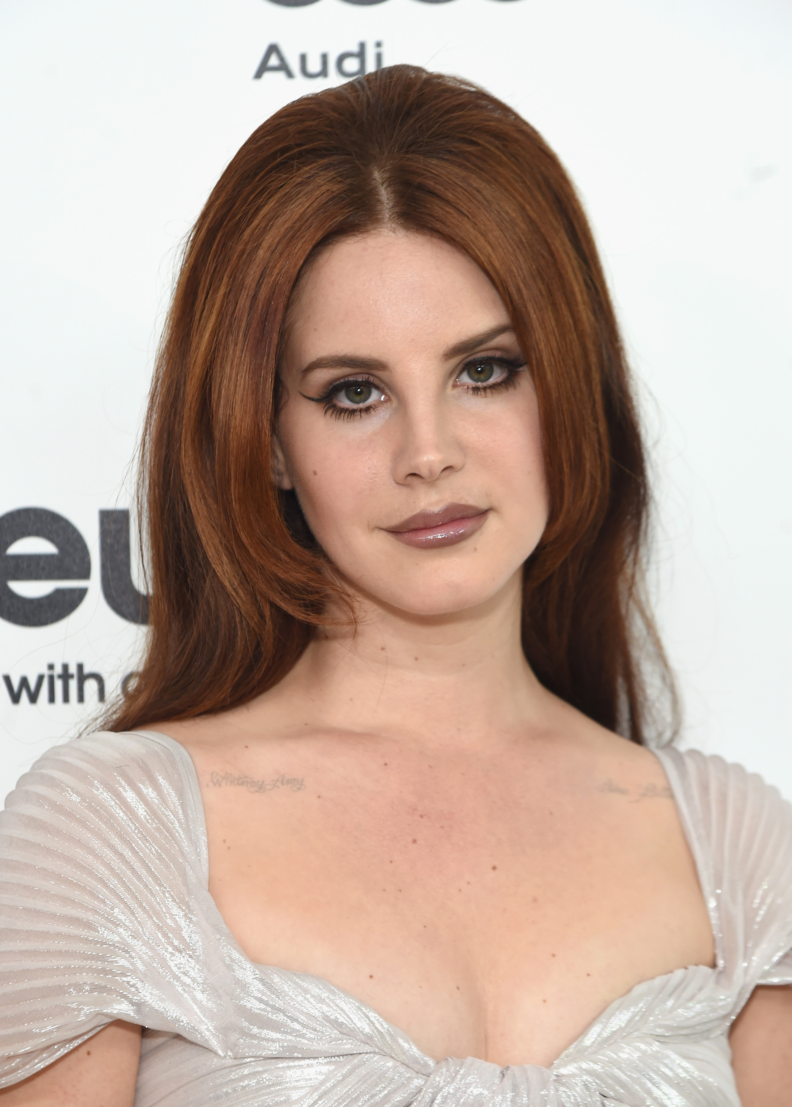 Lana Del Rey S Blonde Hair Is A Dramatic New Look For The