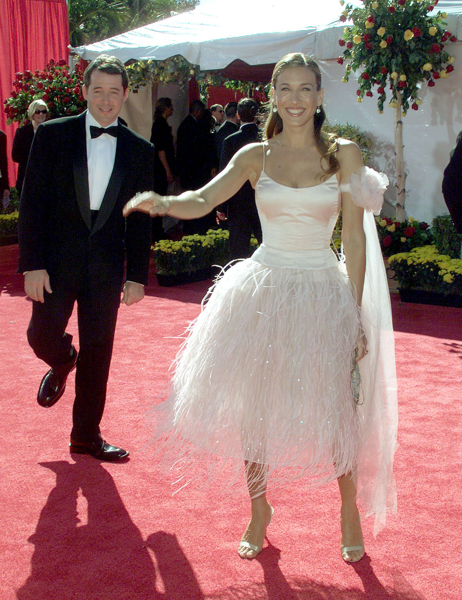 Sarah Jessica Parker S Pink Emmy Dress From 2000 Was Peak Carrie Bradshaw Photos
