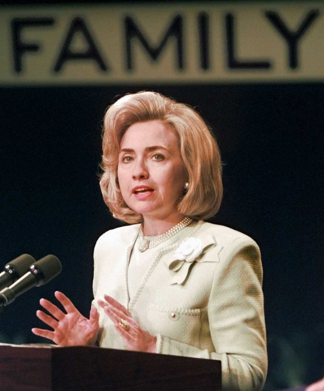 The Most '90s Photos Of Hillary Clinton Ever Taken Are ...