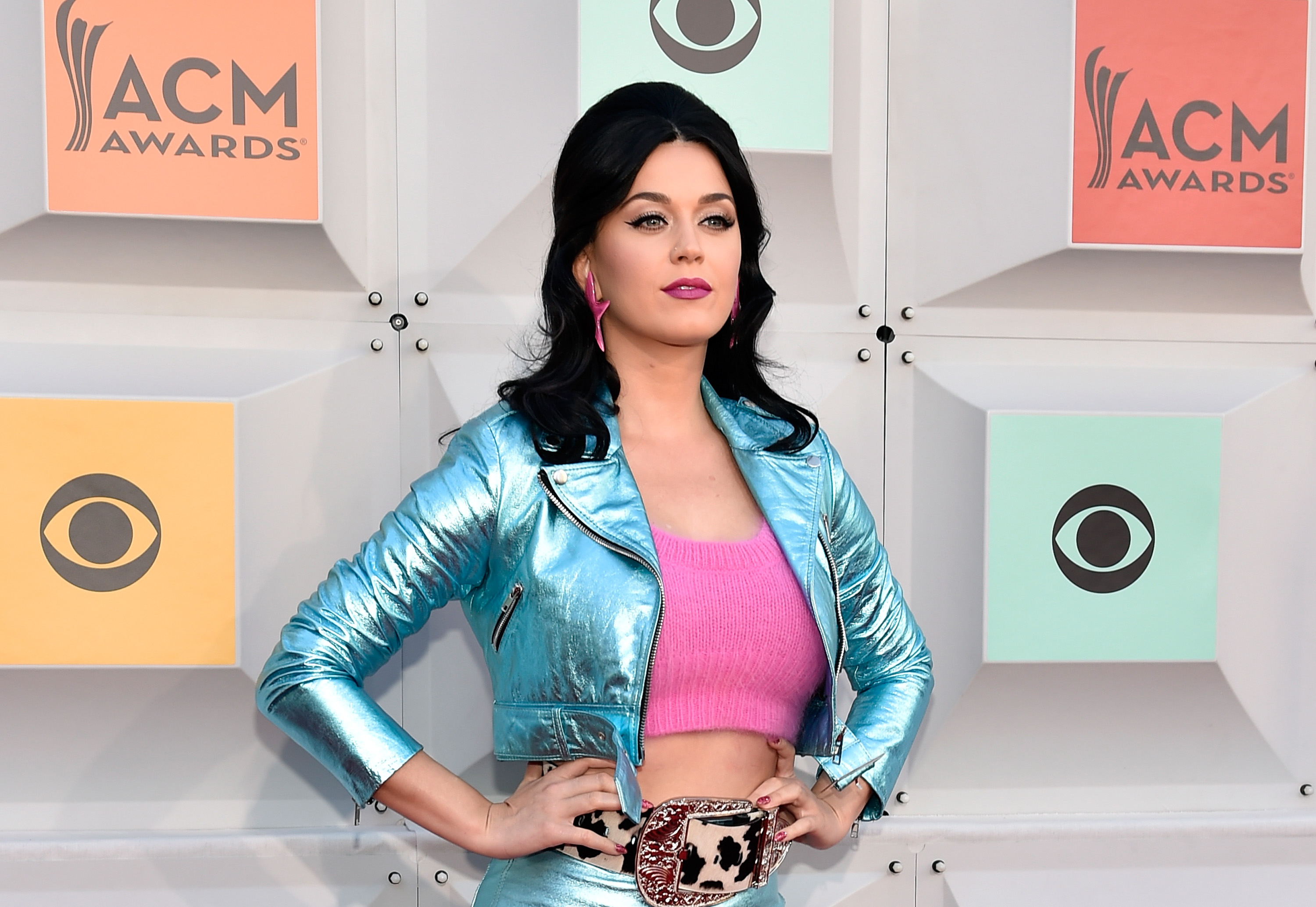pics Katy Perry Bounces Her Breasts While Singing