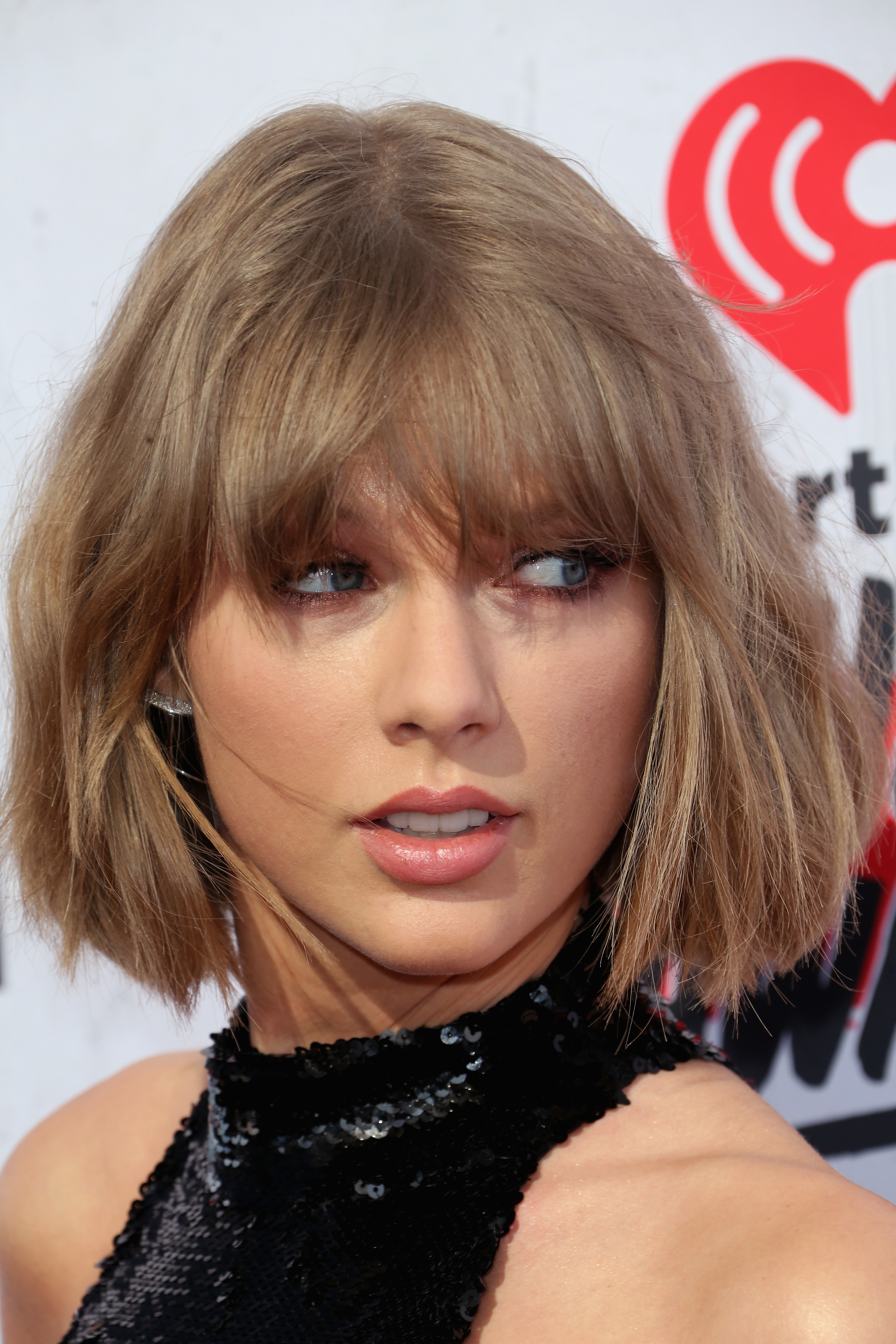 Why Did Taylor Swift Dye Her Hair Platinum Blonde There Was Outside
