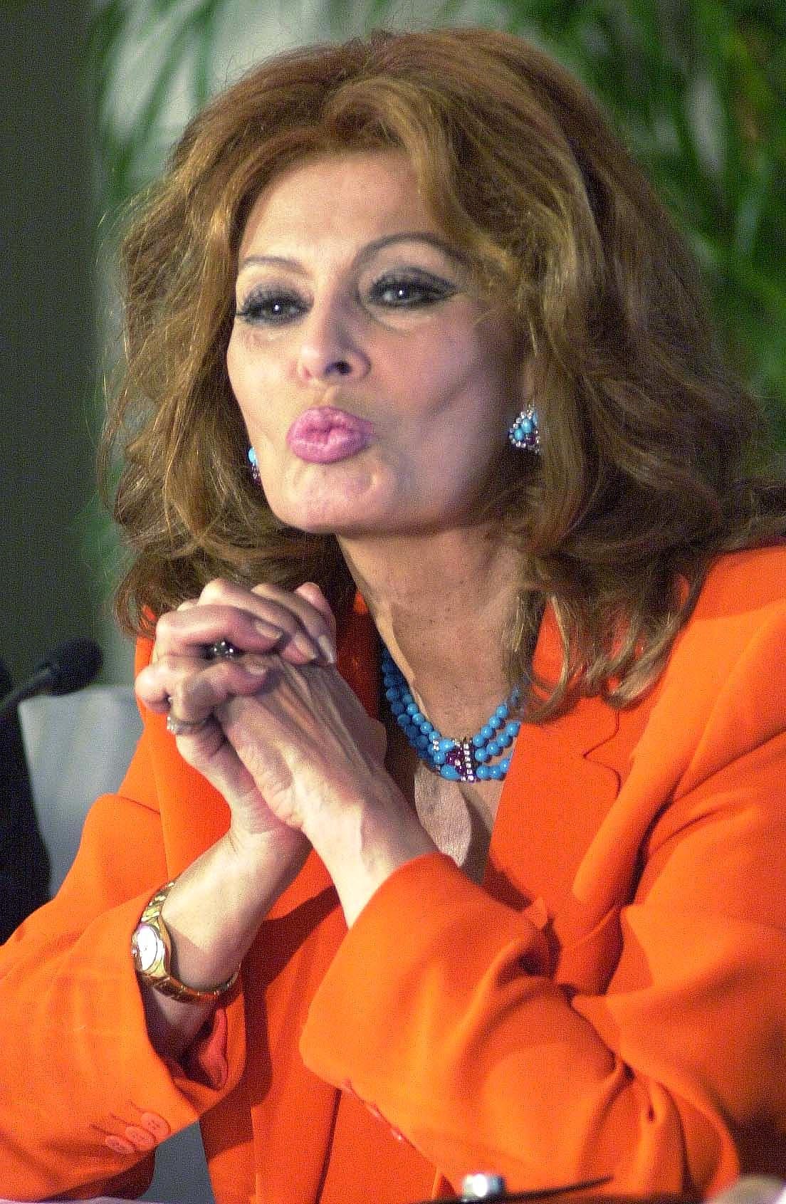 Sophia Loren Unveils A Dolce & Gabbana Lipstick In ...