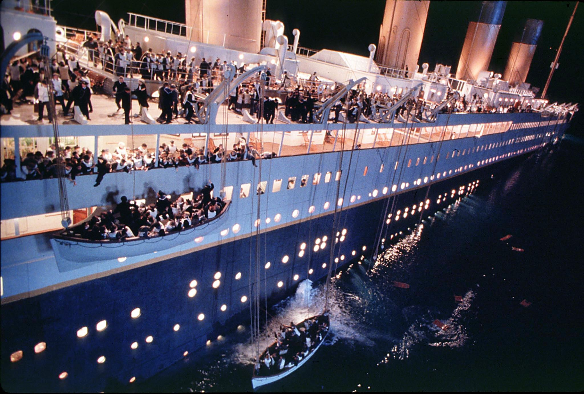 Titanic for Kids Book - Discover The History of]