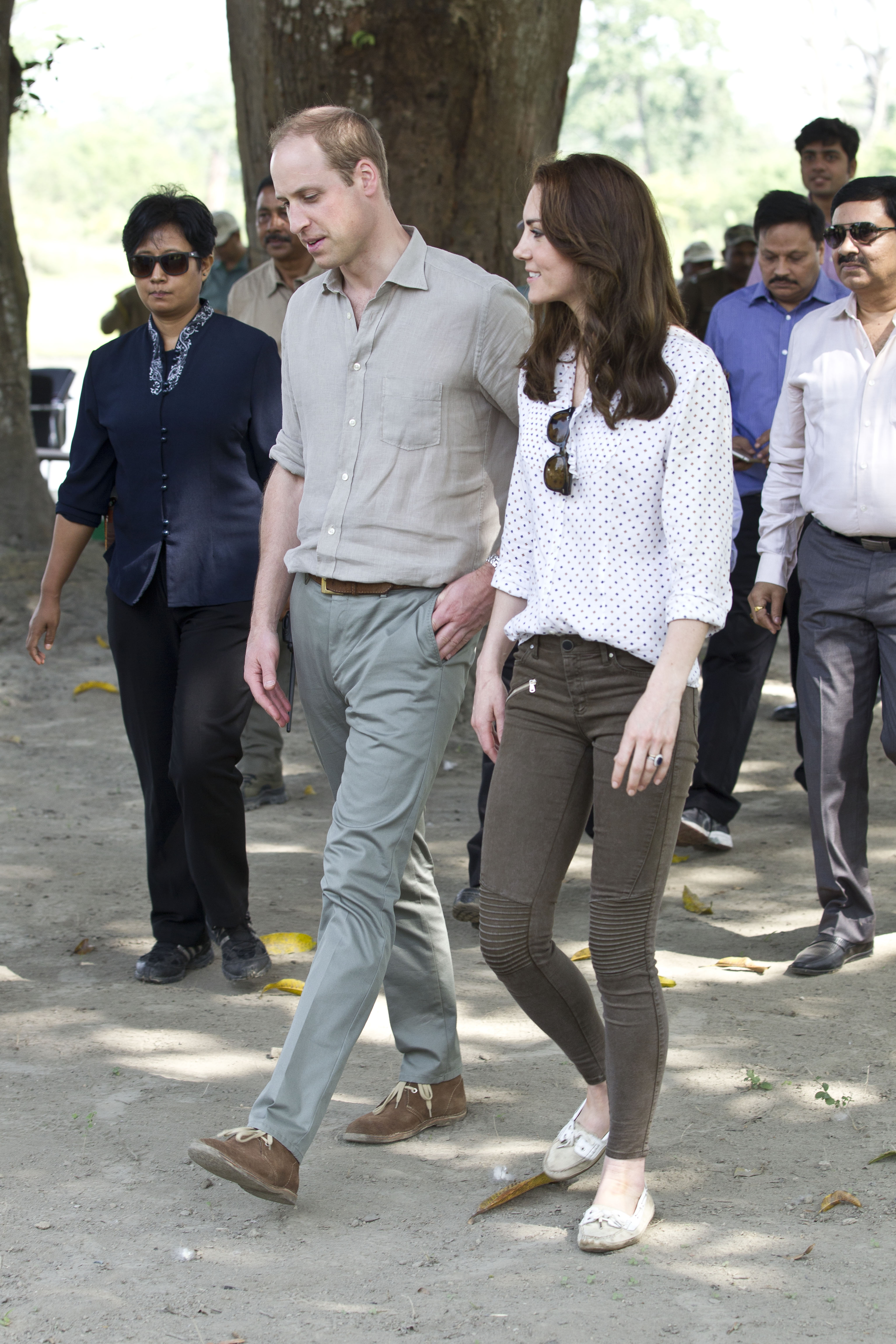 d56c0634 How To Buy Kate Middleton's Zara Pants From Her India Trip To Steal Her  Cool & Casual Look