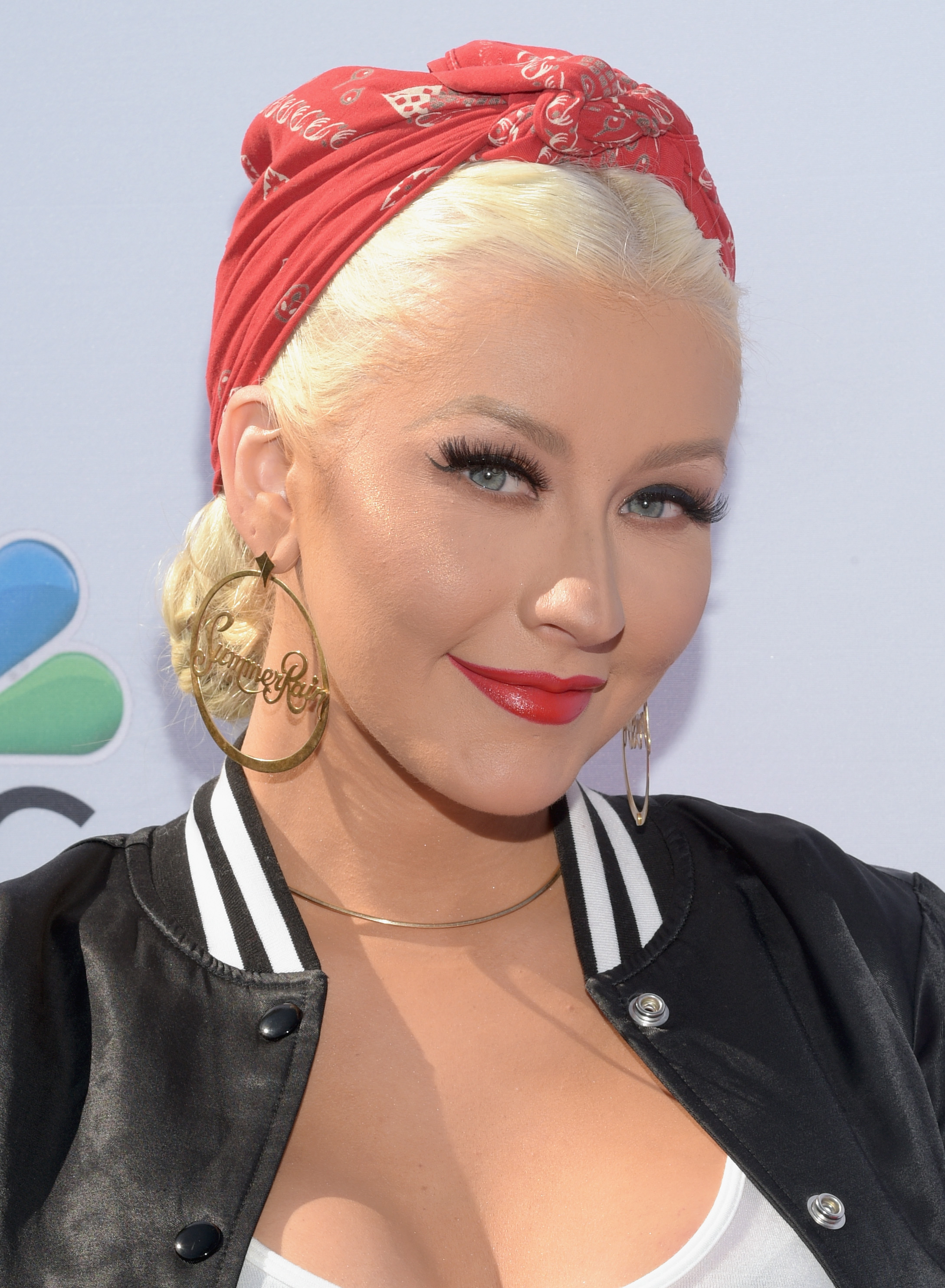 Christina Aguilera Just Dyed Her Hair Very, VeryRed recommend