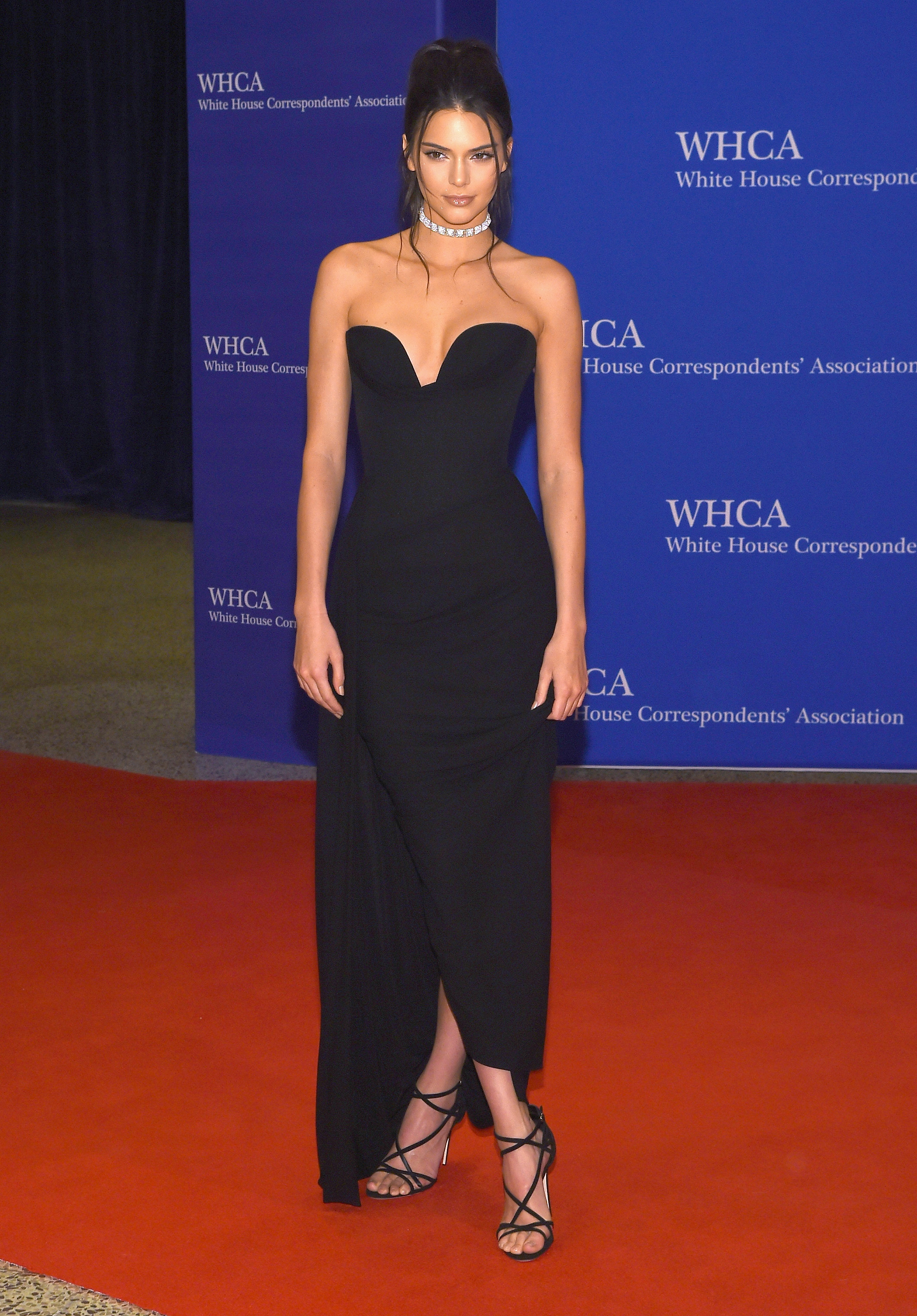 Twitter Reactions To The 2016 White House Correspondents Dinner Details Menamp039s Striped V Neck Tee Putih Larry Busacca Getty Images Entertainment