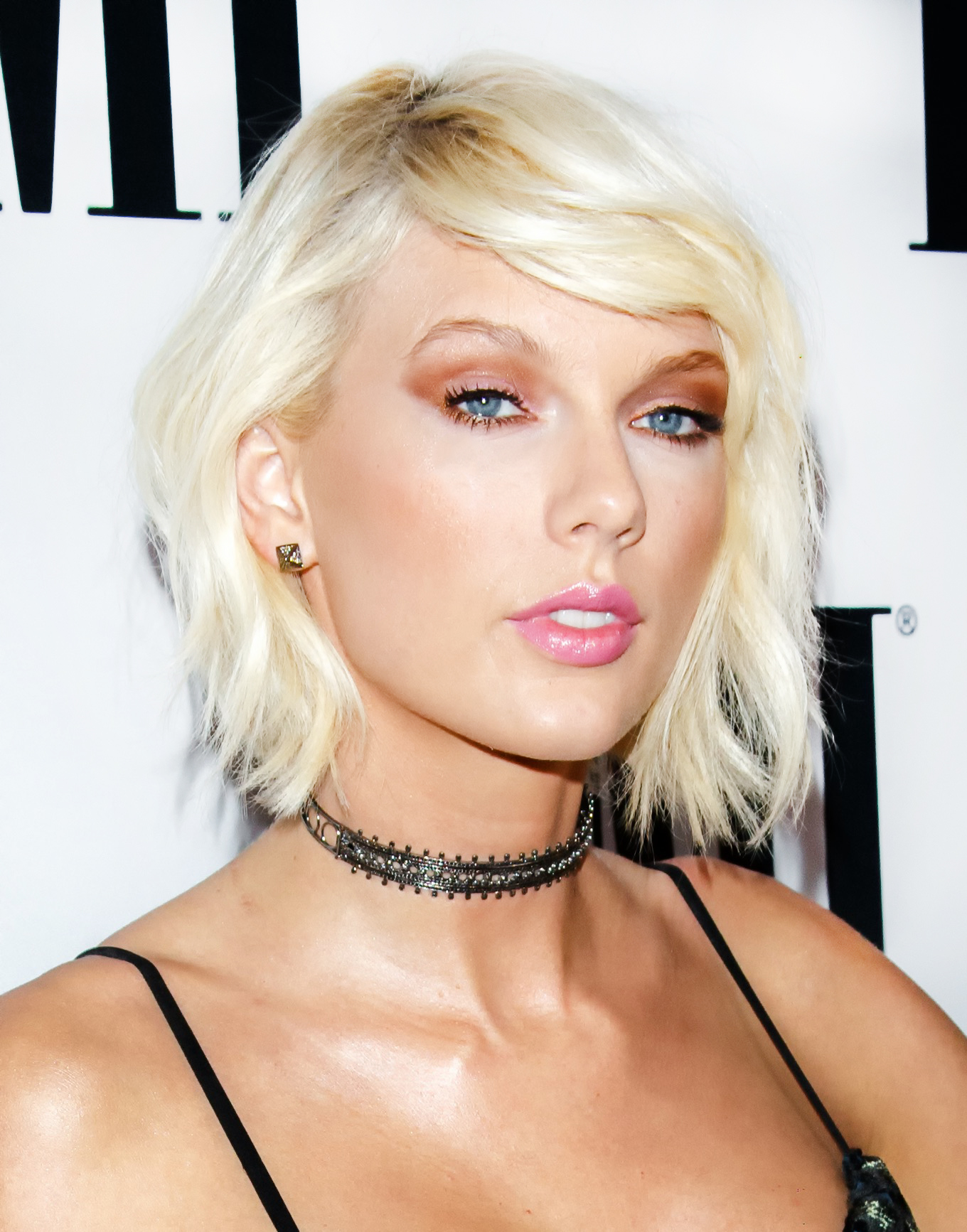 copy taylor swift's sports bra for a cute, affordable summer workout