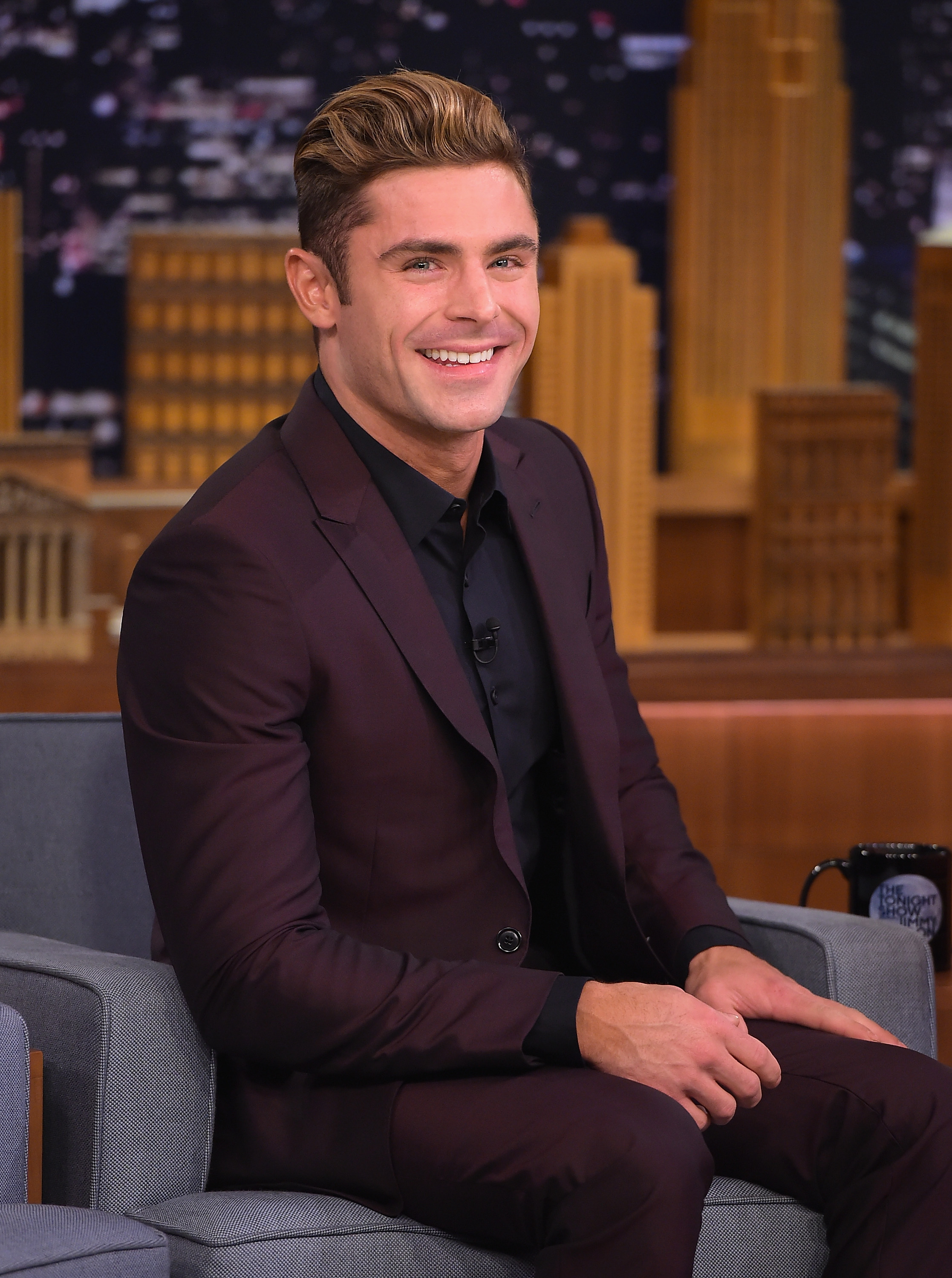 Is Zac Efron S Platinum Blonde Hair Real The Actor Debuted A