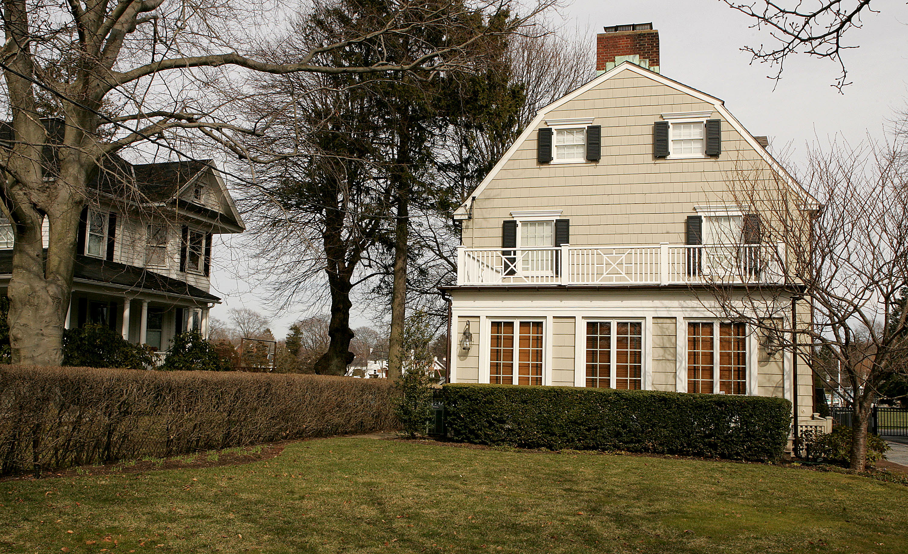 The amityville horror house is up for sale for Murder house for sale american horror story